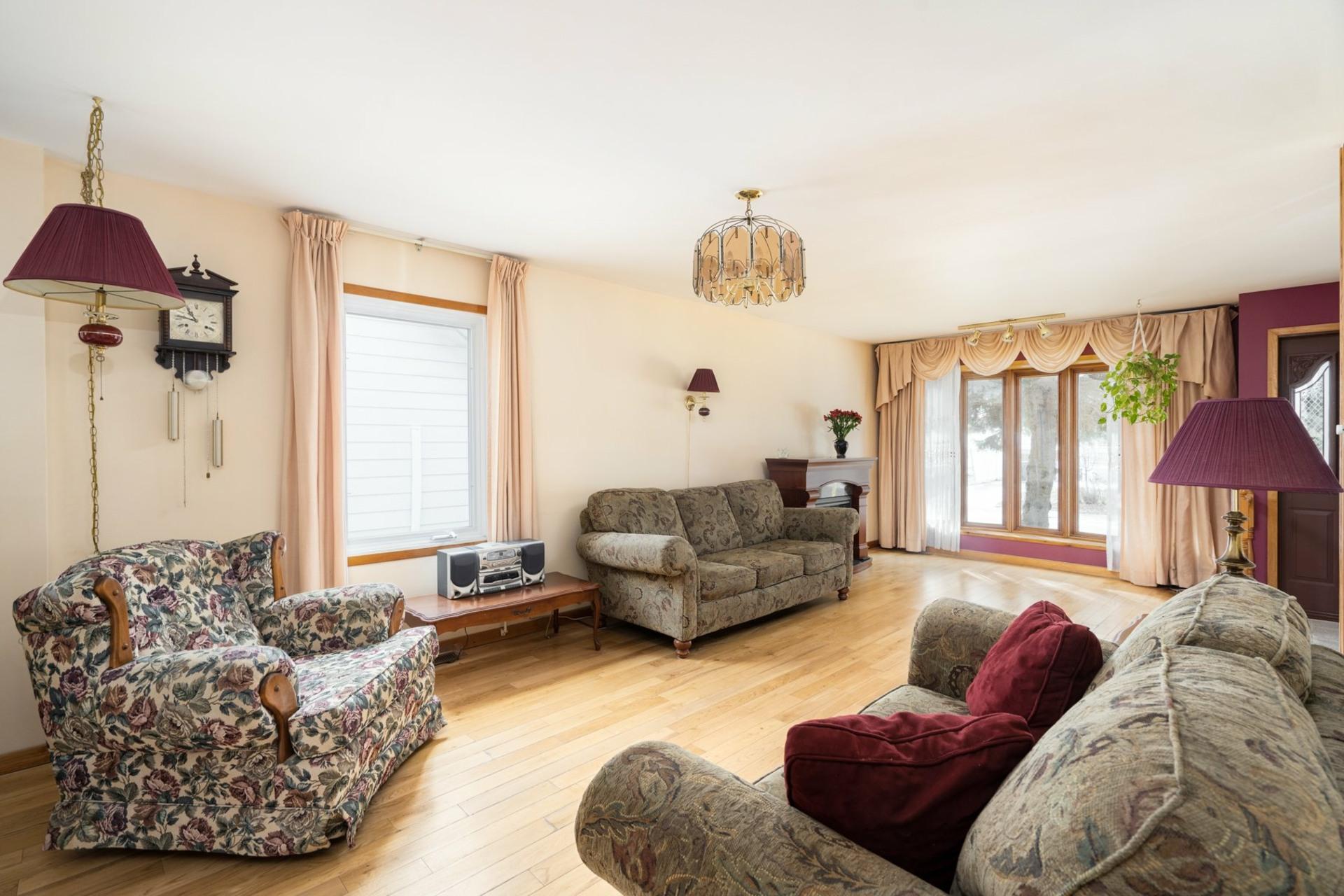 image 3 - House For sale Saint-Laurent Montréal  - 9 rooms