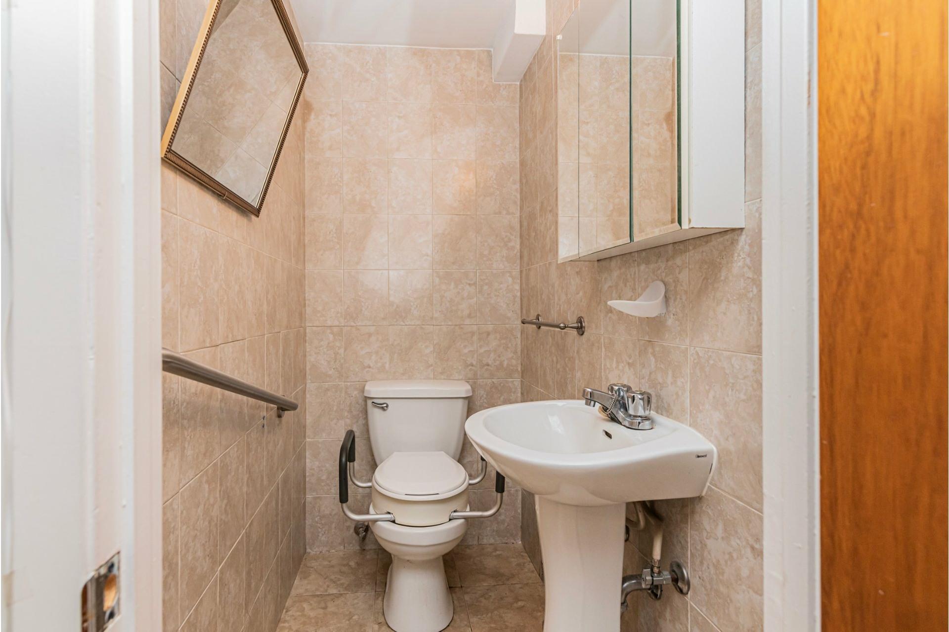image 28 - Duplex For sale Saint-Léonard Montréal  - 9 rooms