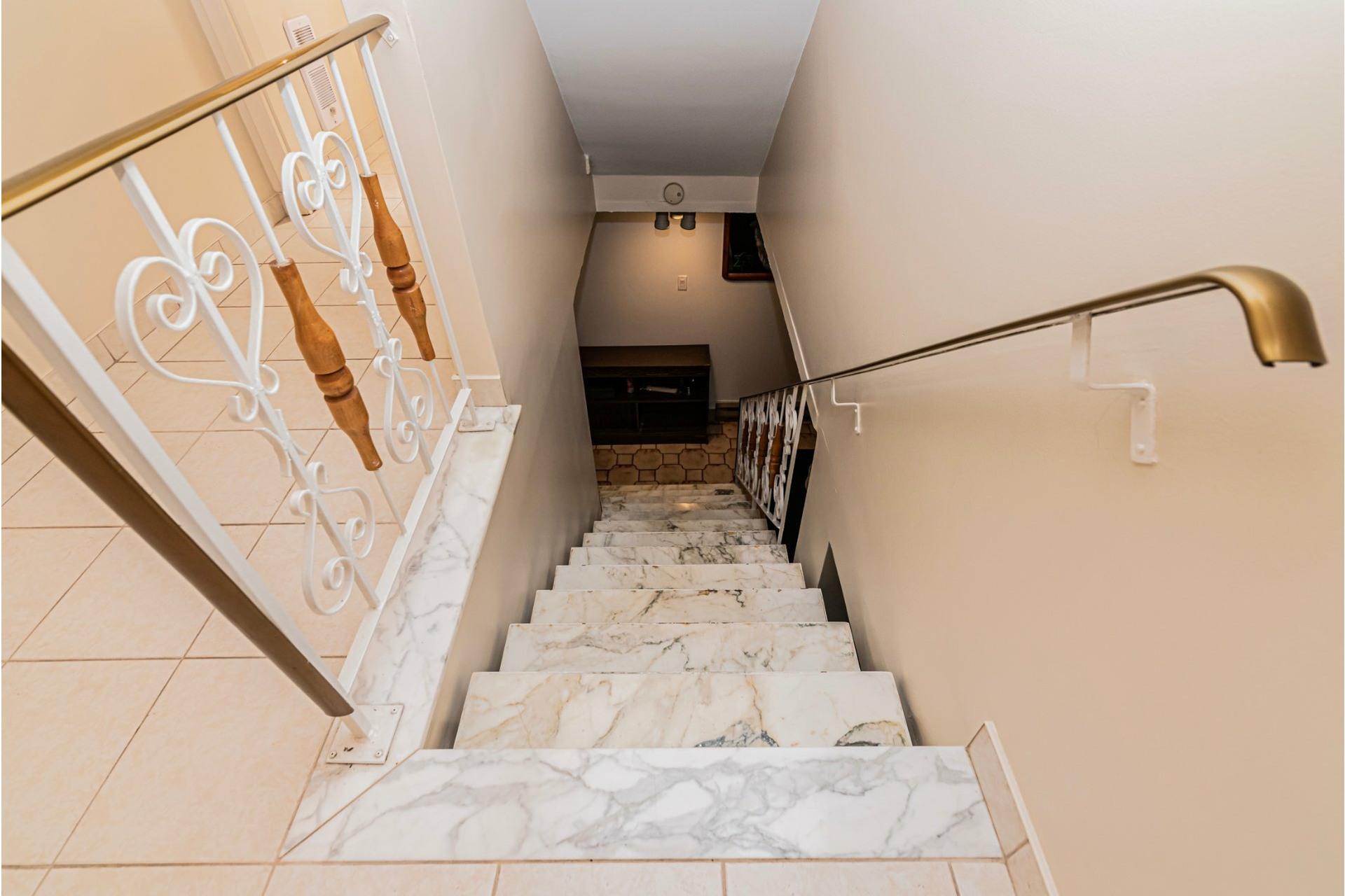 image 20 - Duplex For sale Saint-Léonard Montréal  - 9 rooms