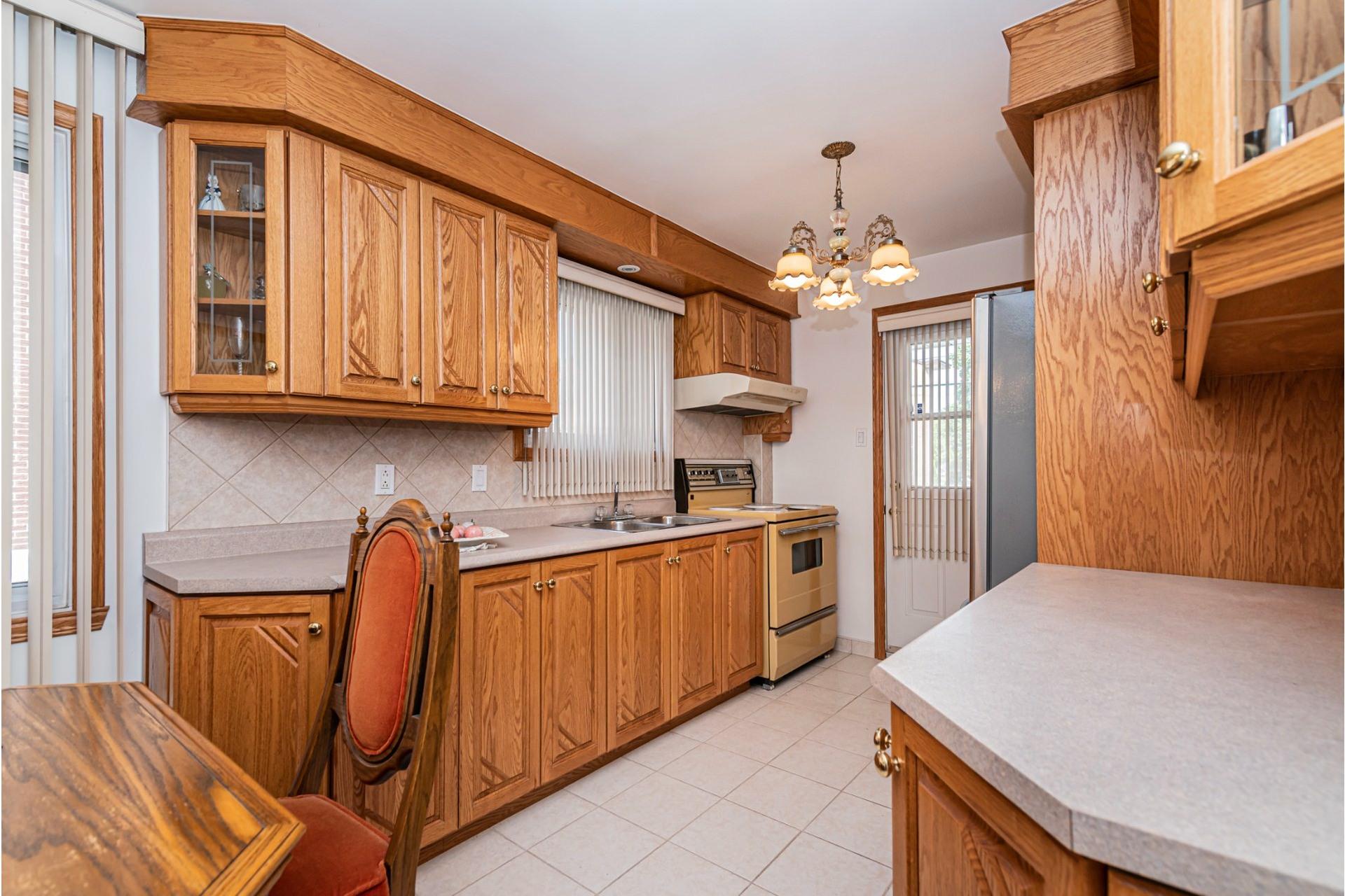 image 11 - Duplex For sale Saint-Léonard Montréal  - 9 rooms