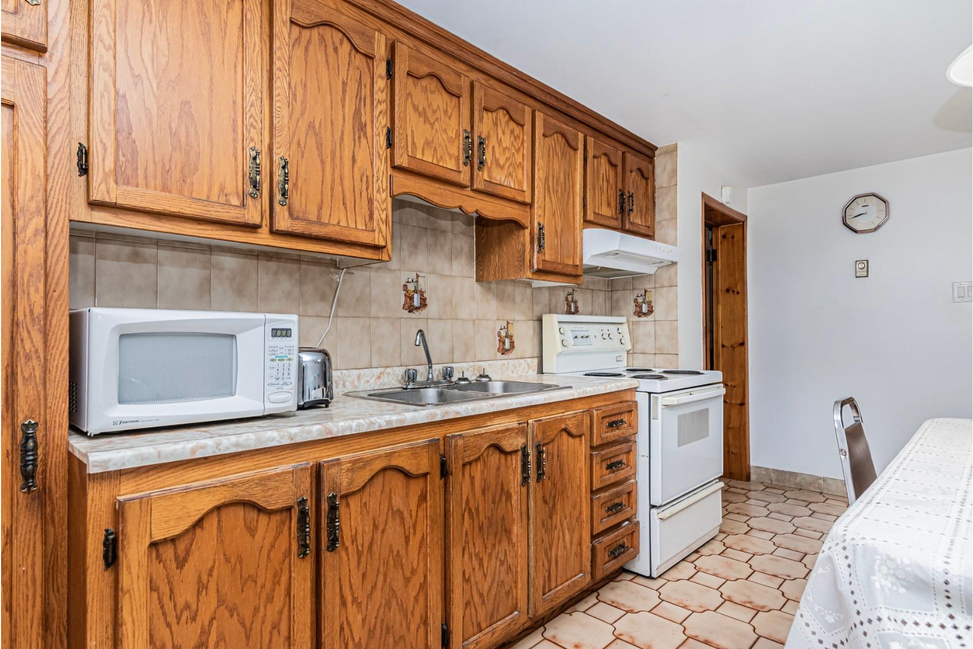 image 27 - Duplex For sale Saint-Léonard Montréal  - 9 rooms