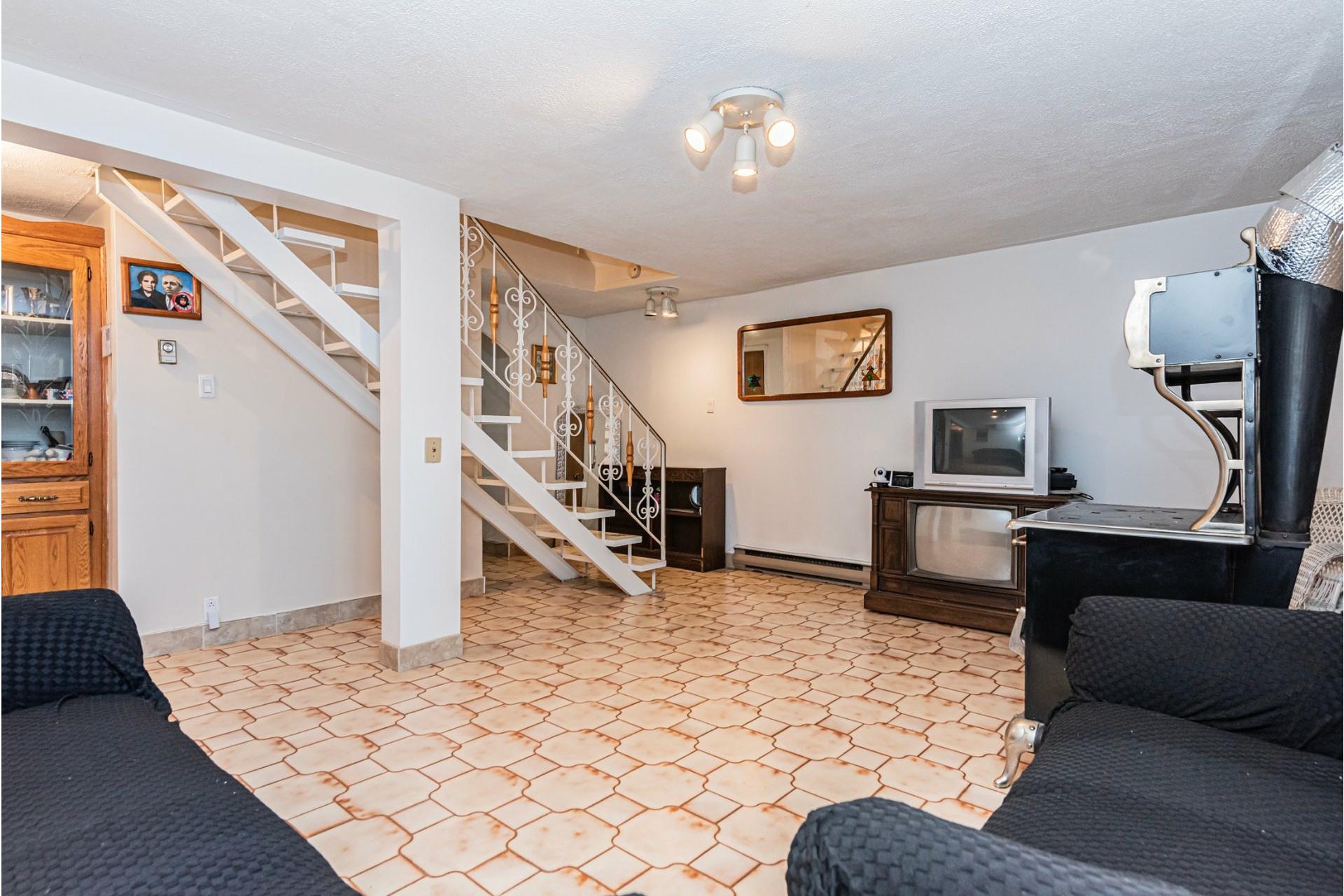 image 22 - Duplex For sale Saint-Léonard Montréal  - 9 rooms