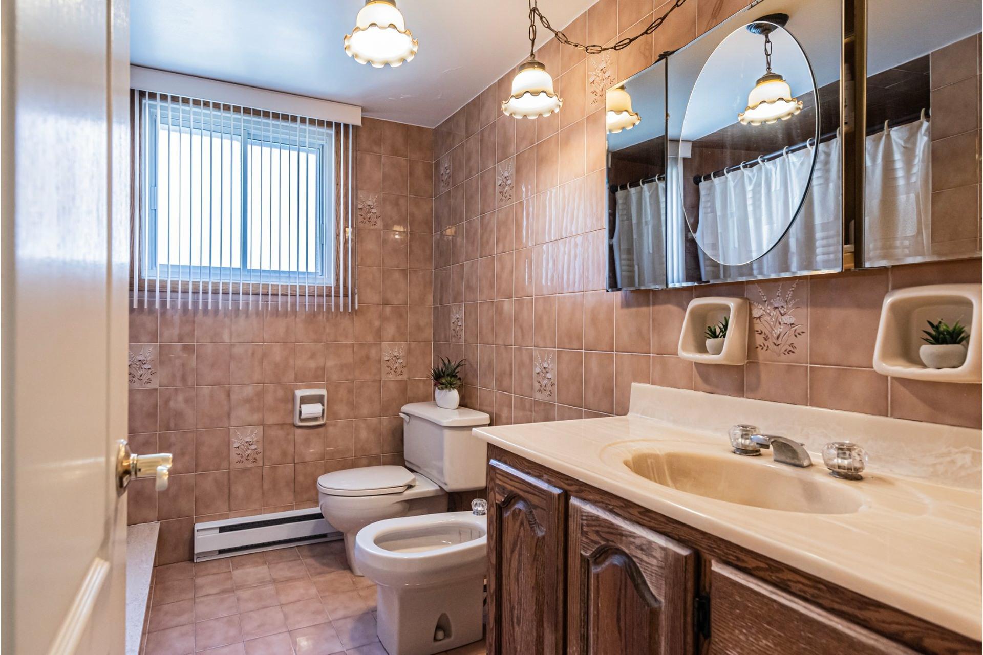image 18 - Duplex For sale Saint-Léonard Montréal  - 9 rooms