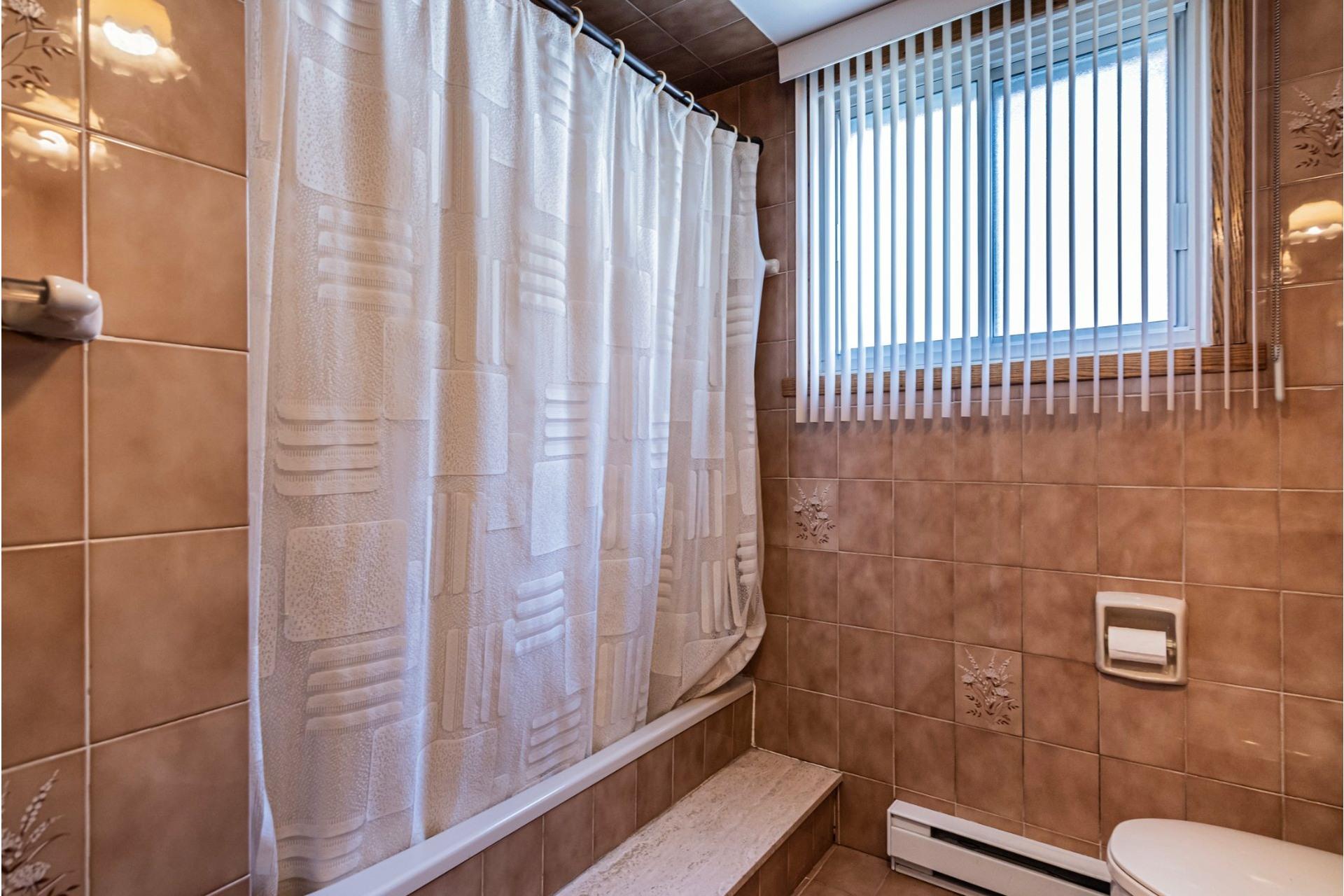 image 19 - Duplex For sale Saint-Léonard Montréal  - 9 rooms
