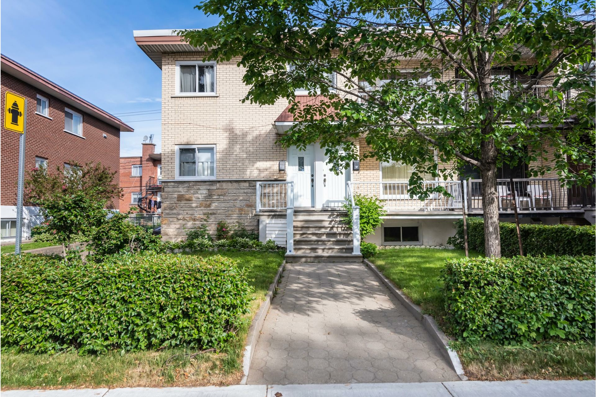 image 1 - Duplex For sale Saint-Léonard Montréal  - 9 rooms