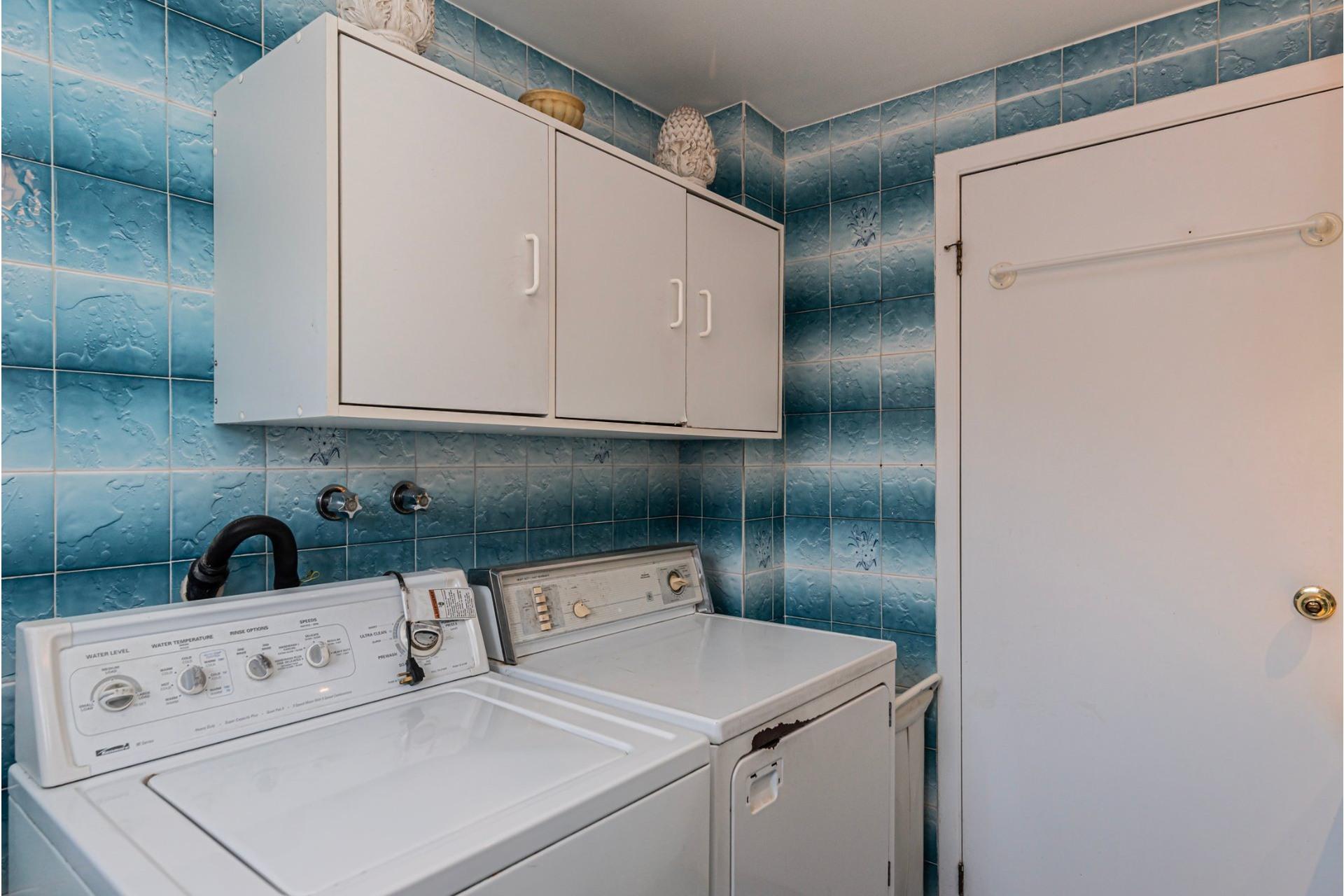 image 39 - Duplex For sale Saint-Léonard Montréal  - 9 rooms