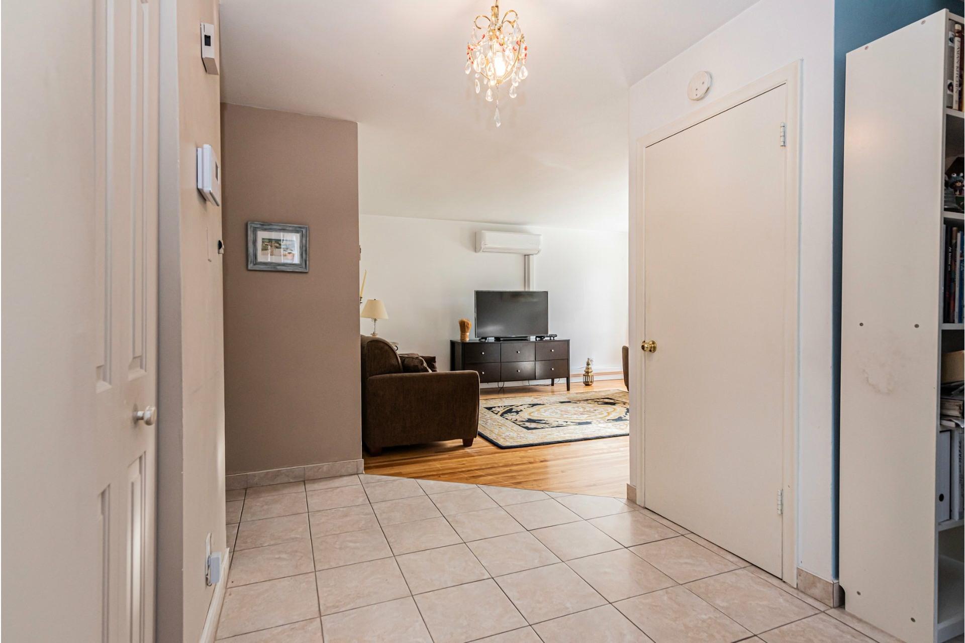 image 30 - Duplex For sale Saint-Léonard Montréal  - 9 rooms