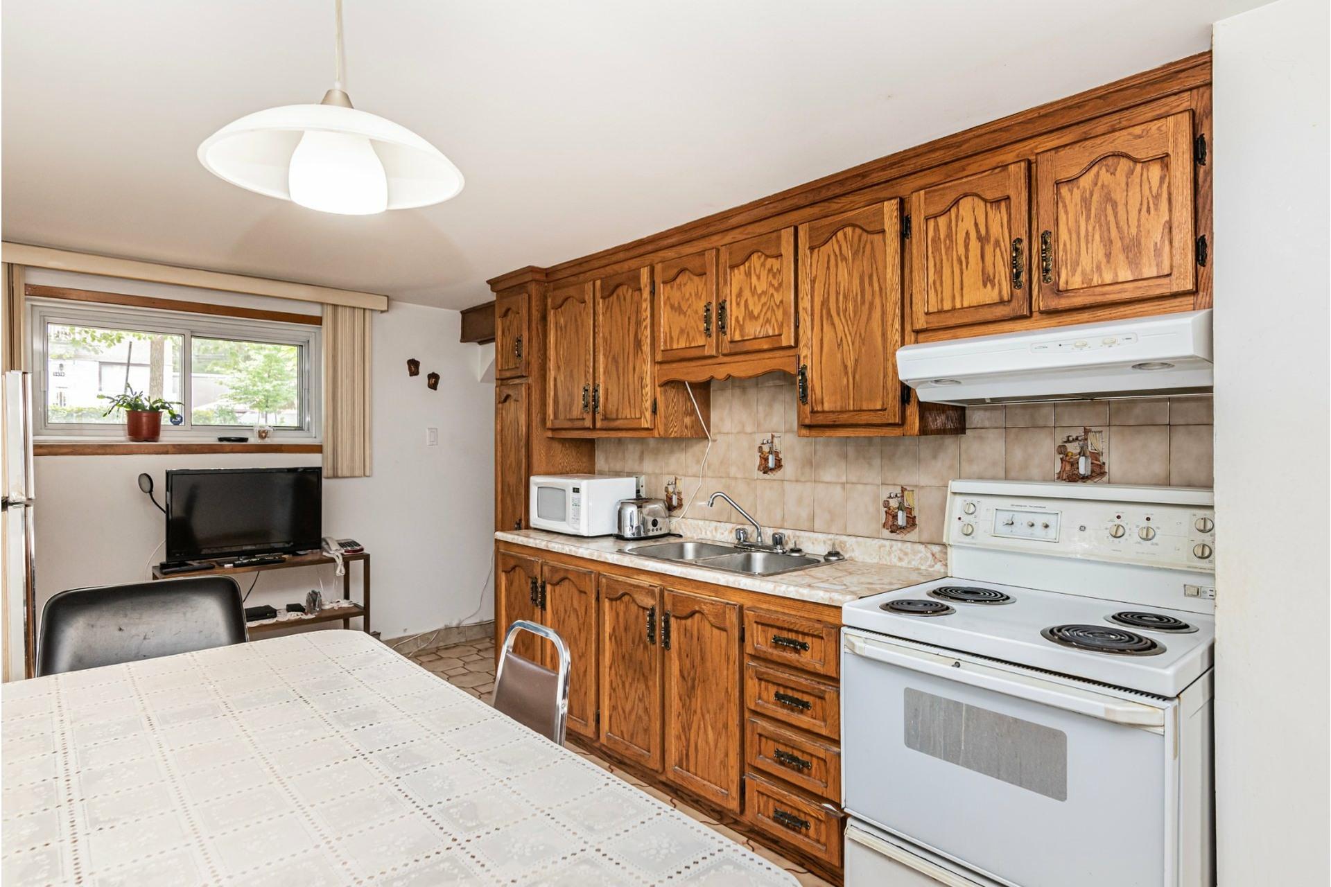 image 26 - Duplex For sale Saint-Léonard Montréal  - 9 rooms