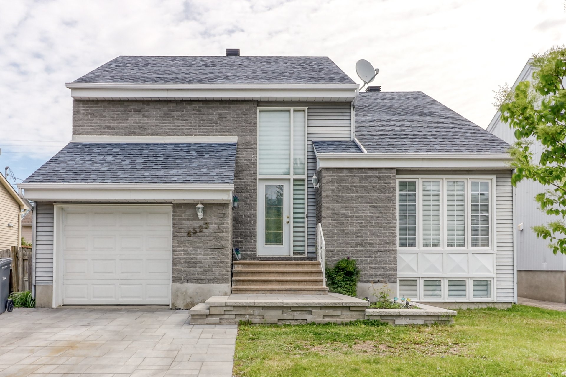 image 0 - House For sale Chomedey Laval  - 14 rooms