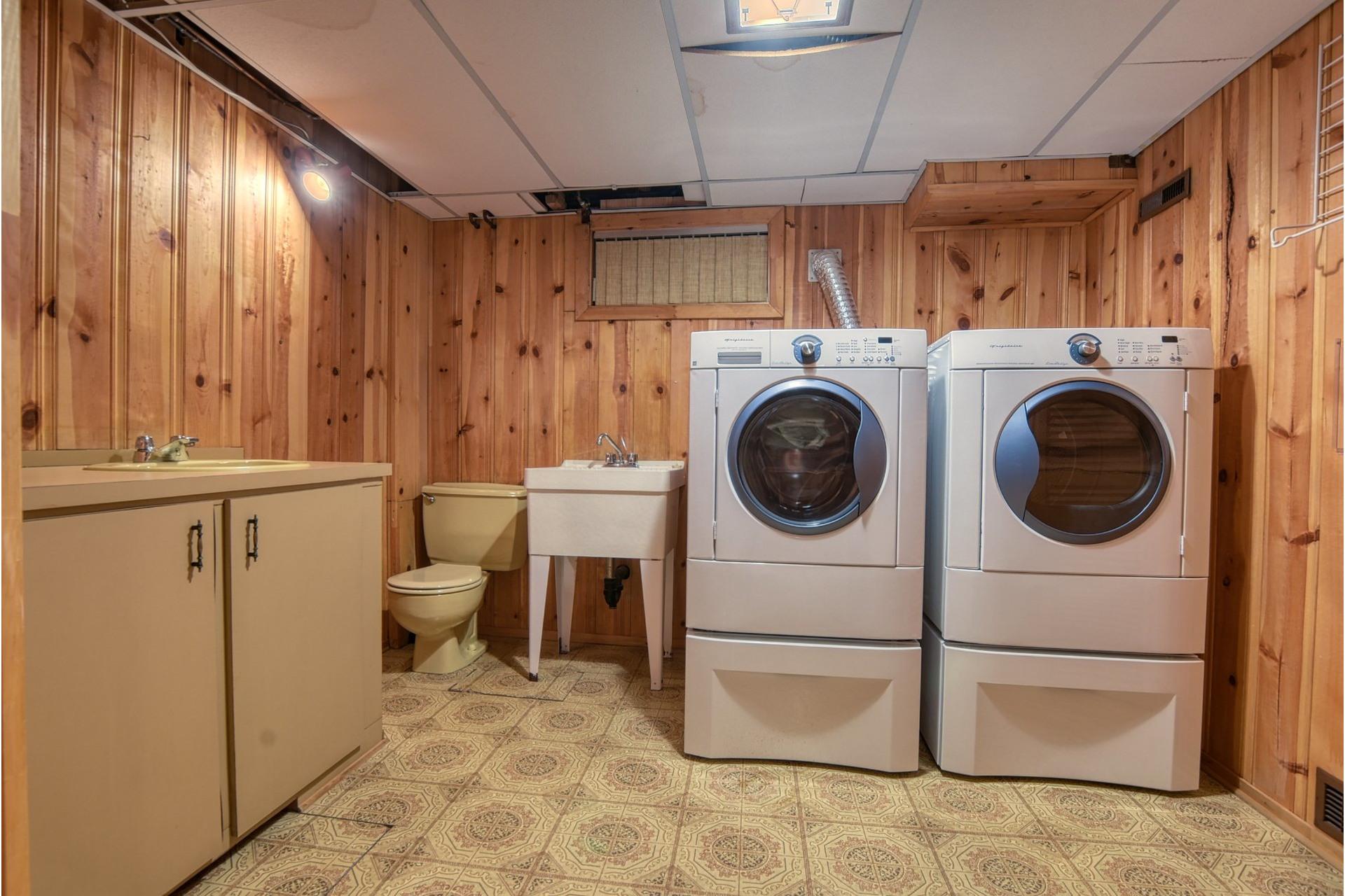 image 21 - House For sale Saint-Laurent Montréal  - 7 rooms