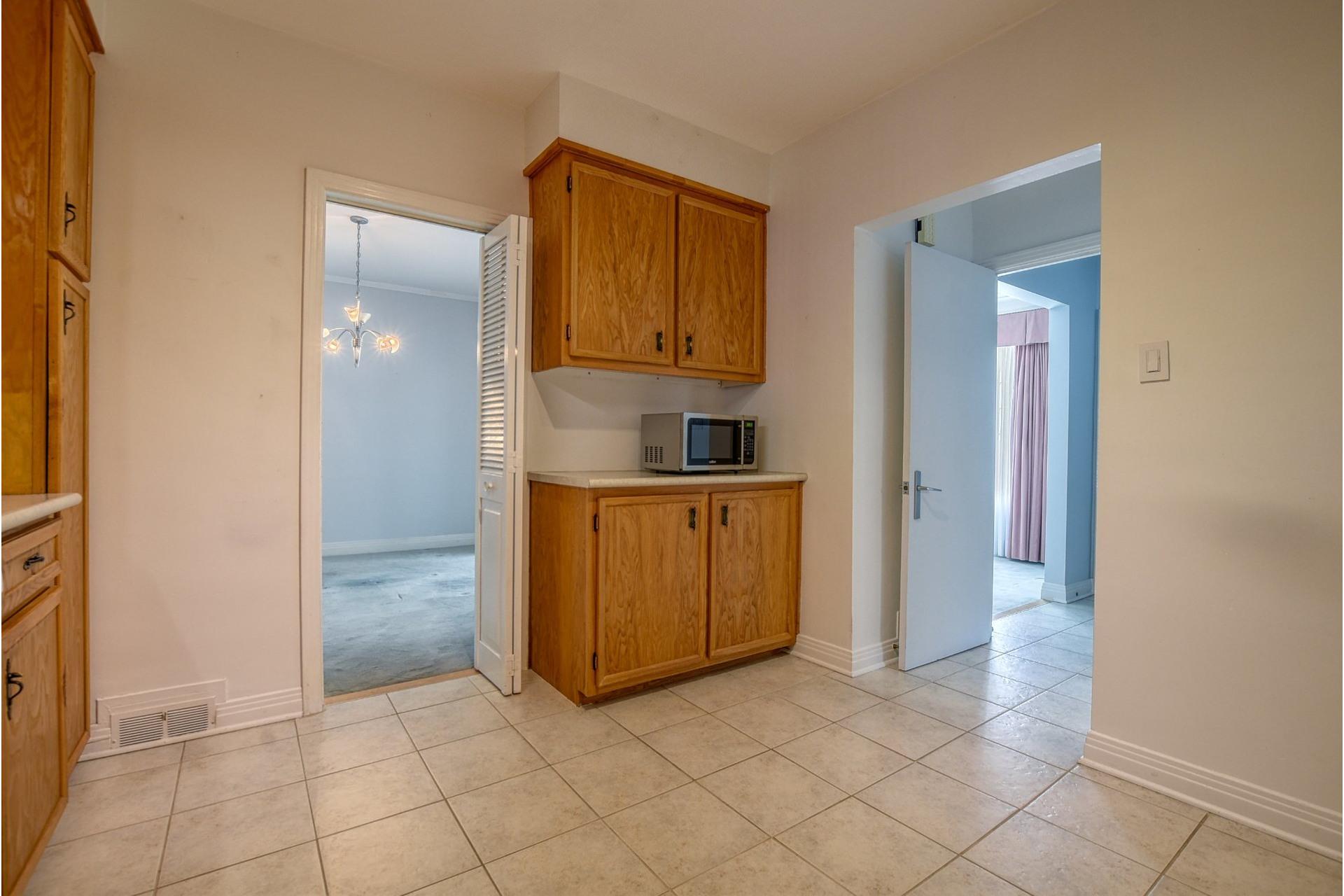 image 9 - House For sale Saint-Laurent Montréal  - 7 rooms