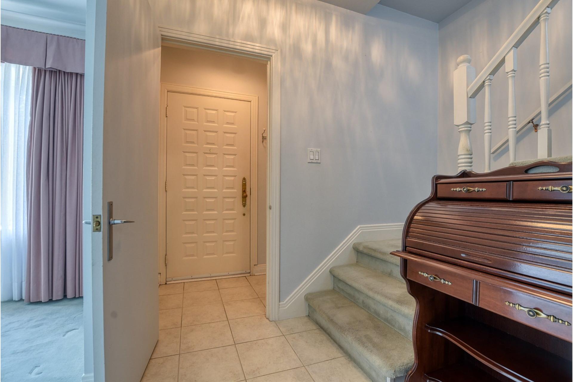 image 2 - House For sale Saint-Laurent Montréal  - 7 rooms