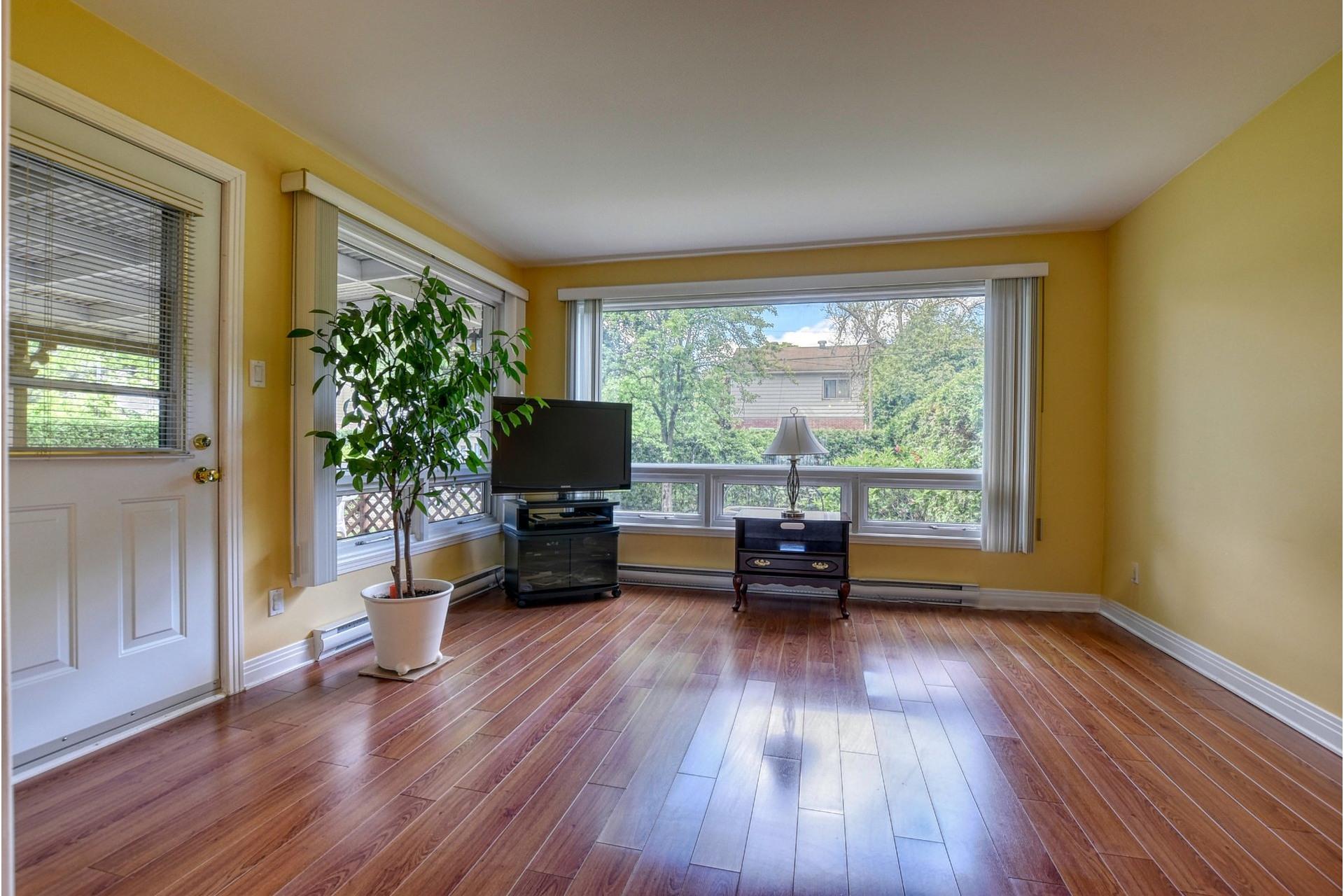 image 1 - House For sale Saint-Laurent Montréal  - 7 rooms