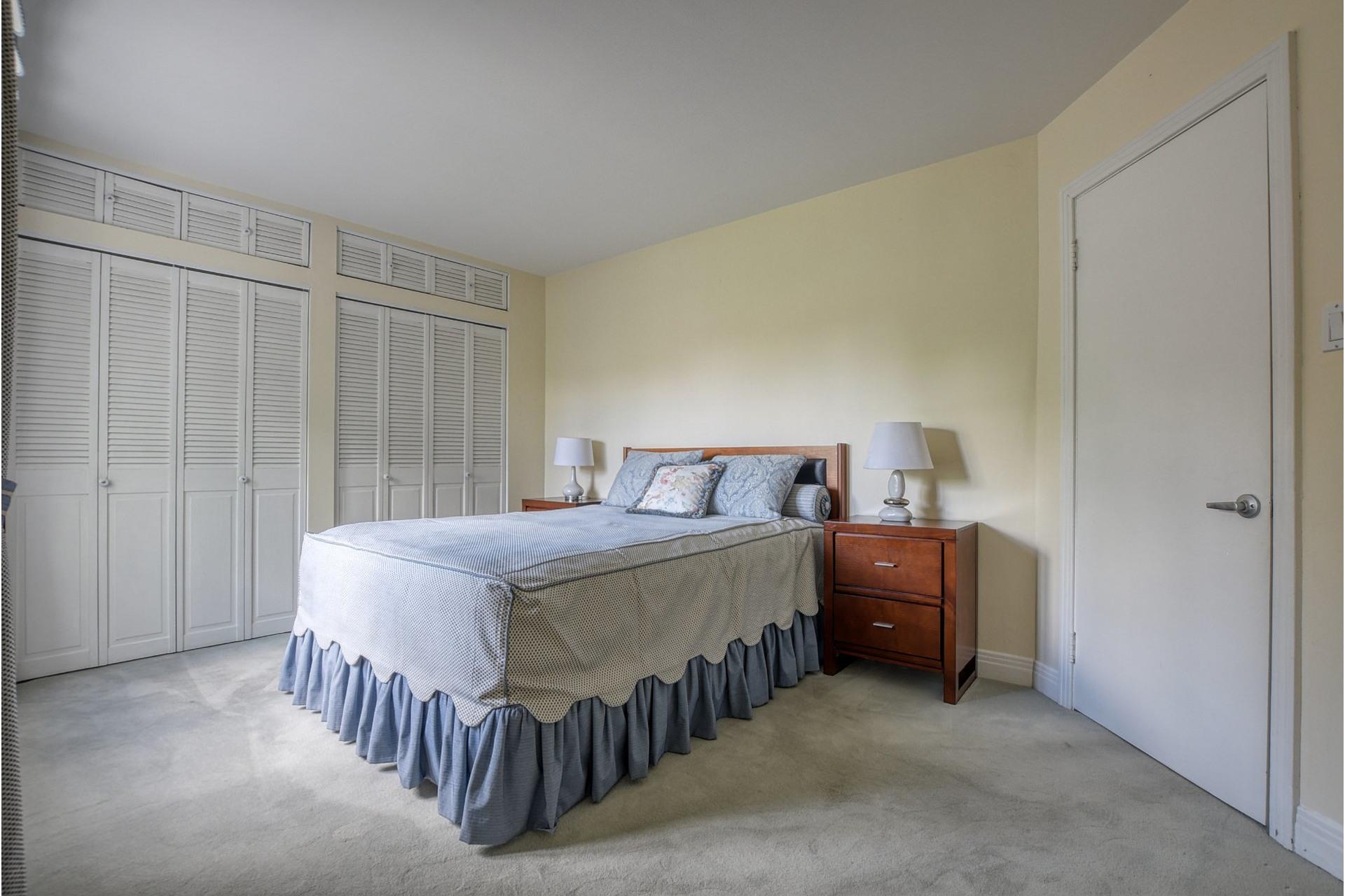 image 11 - House For sale Saint-Laurent Montréal  - 7 rooms