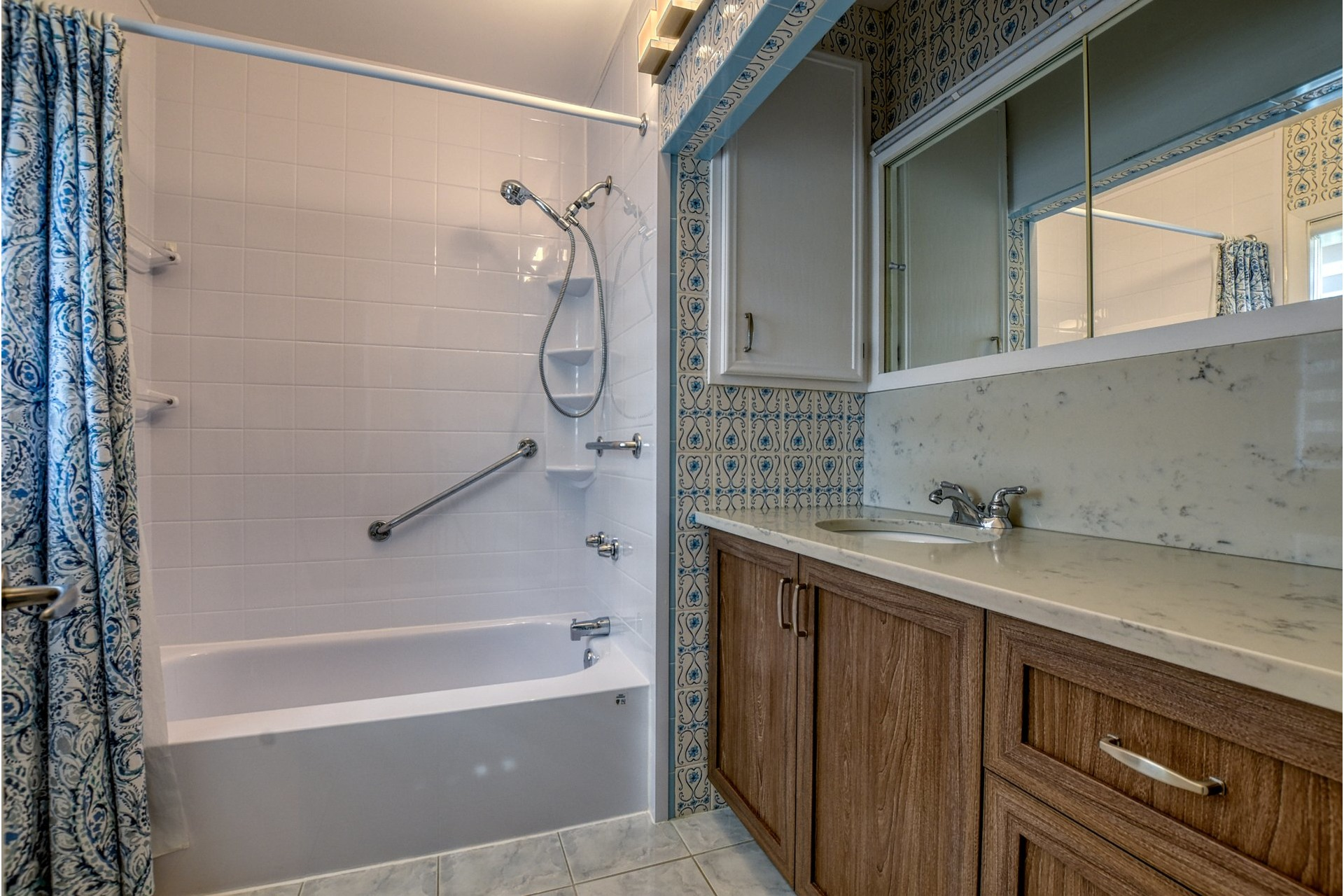 image 13 - House For sale Saint-Laurent Montréal  - 7 rooms