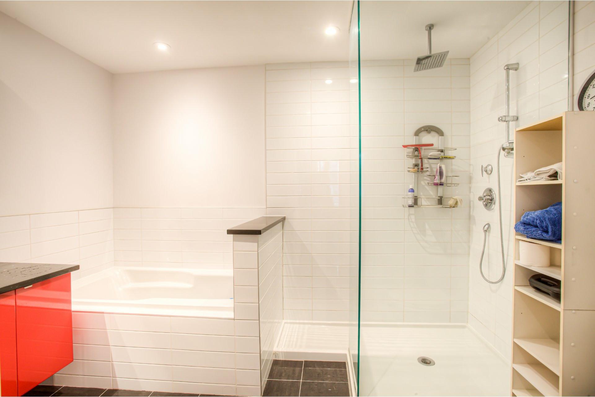 image 17 - Apartment For rent Côte-des-Neiges/Notre-Dame-de-Grâce Montréal  - 5 rooms