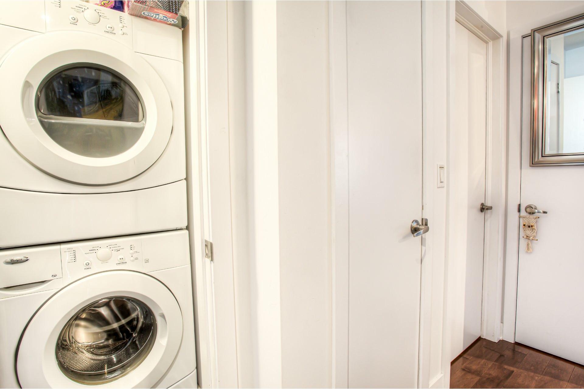 image 22 - Apartment For rent Côte-des-Neiges/Notre-Dame-de-Grâce Montréal  - 5 rooms