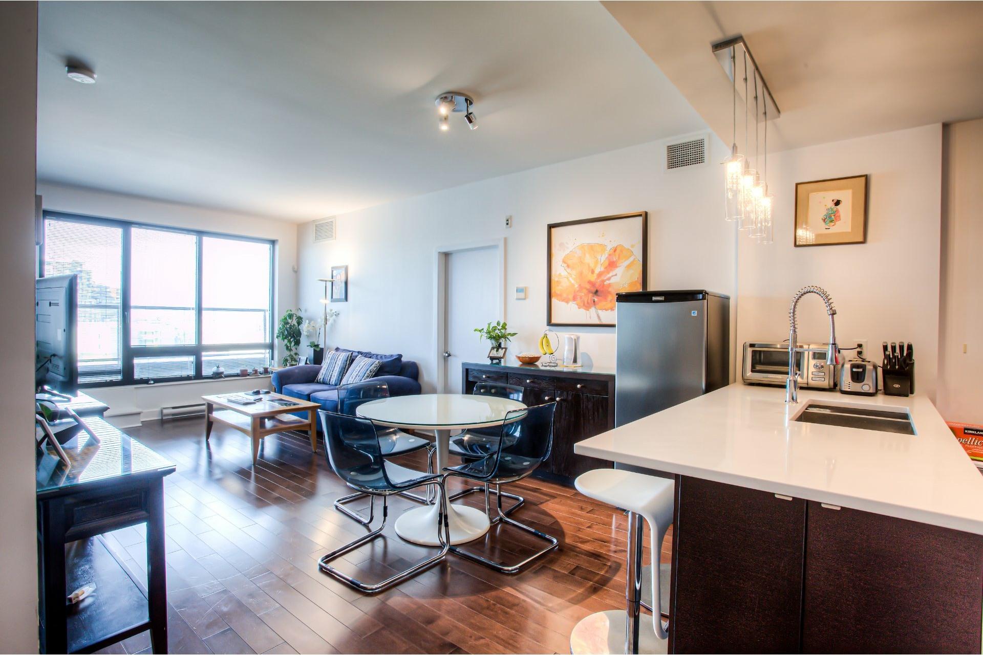 image 7 - Apartment For rent Côte-des-Neiges/Notre-Dame-de-Grâce Montréal  - 5 rooms