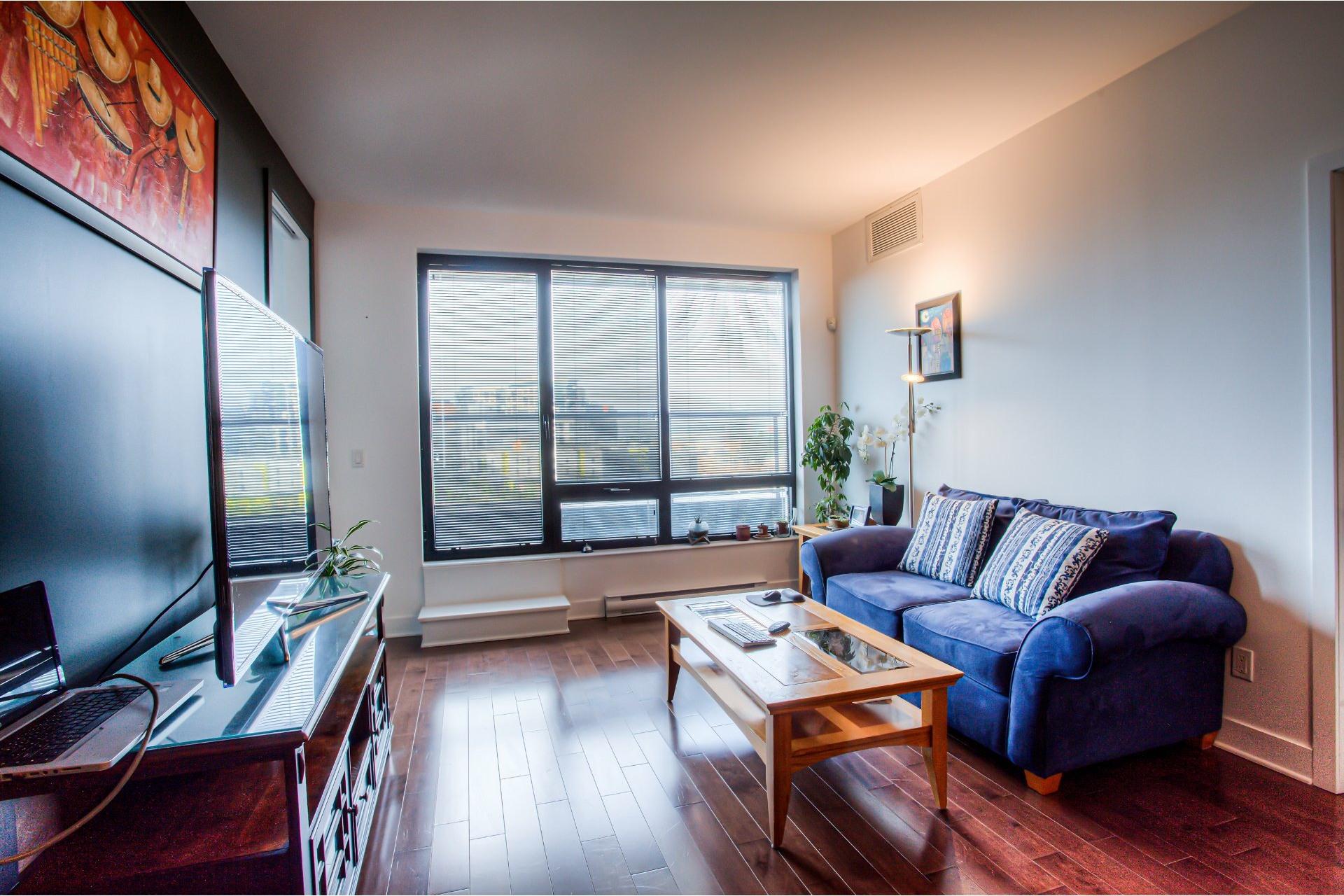 image 9 - Apartment For rent Côte-des-Neiges/Notre-Dame-de-Grâce Montréal  - 5 rooms