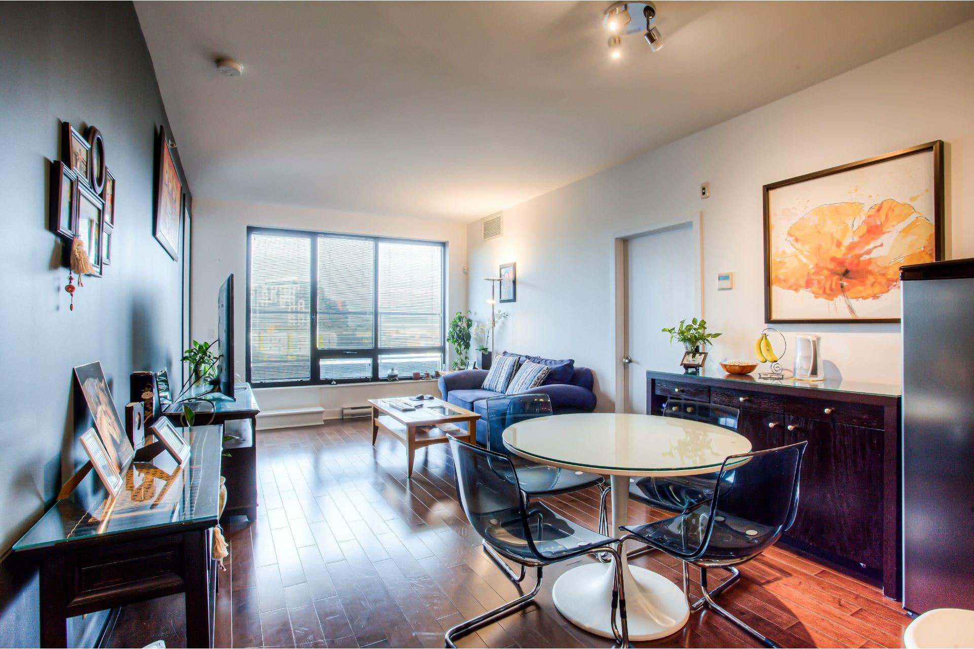 image 8 - Apartment For rent Côte-des-Neiges/Notre-Dame-de-Grâce Montréal  - 5 rooms