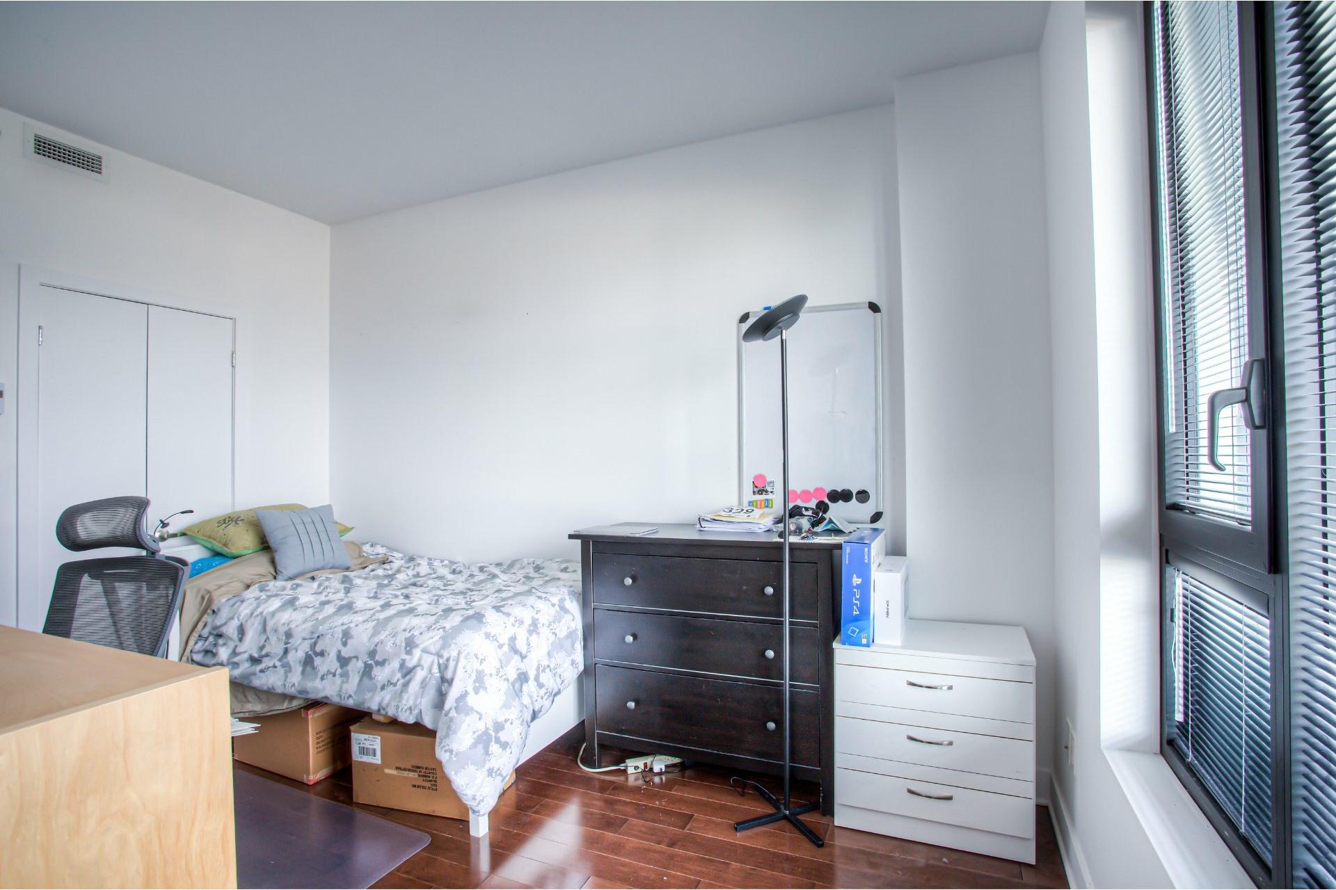 image 18 - Apartment For rent Côte-des-Neiges/Notre-Dame-de-Grâce Montréal  - 5 rooms