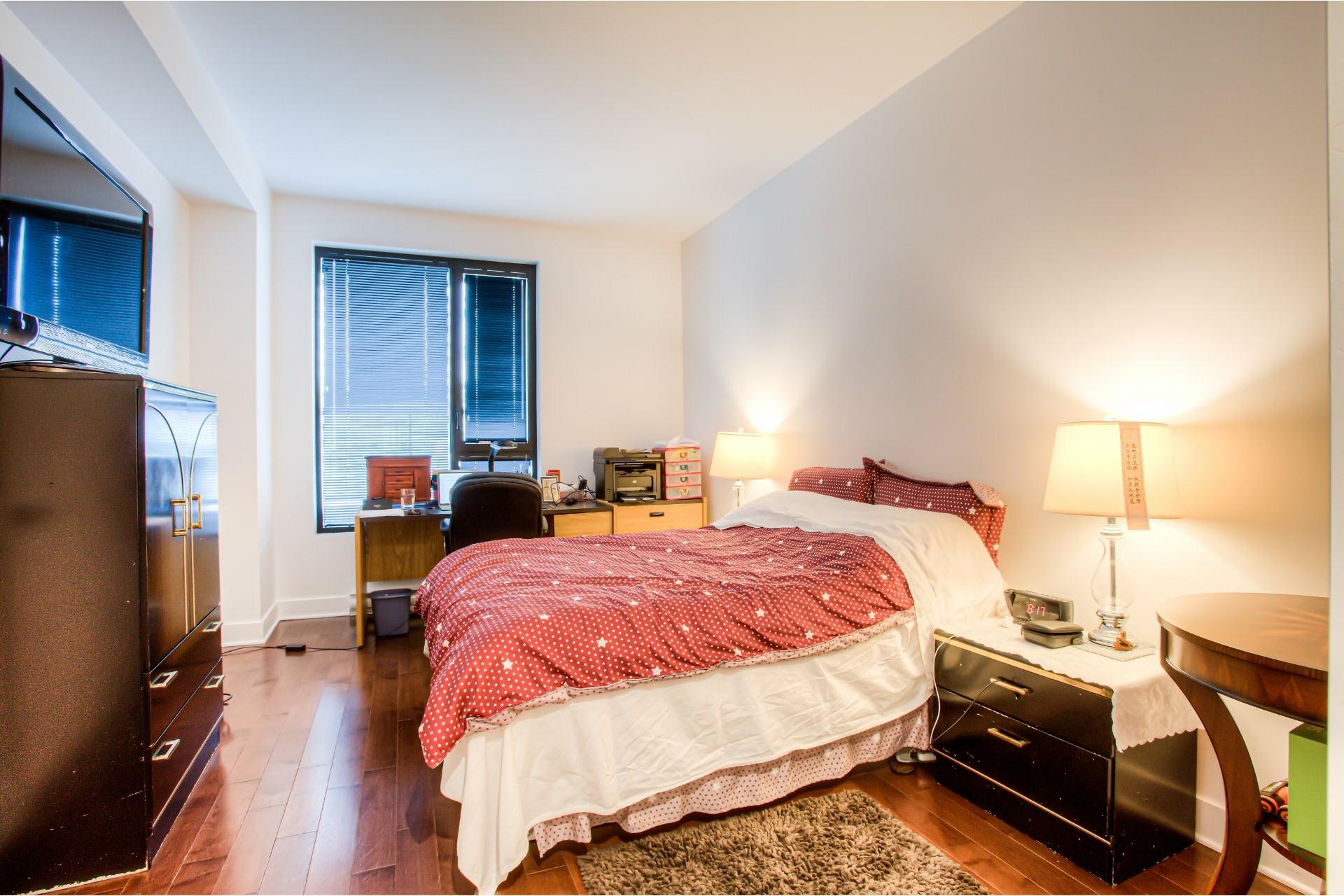 image 13 - Apartment For rent Côte-des-Neiges/Notre-Dame-de-Grâce Montréal  - 5 rooms