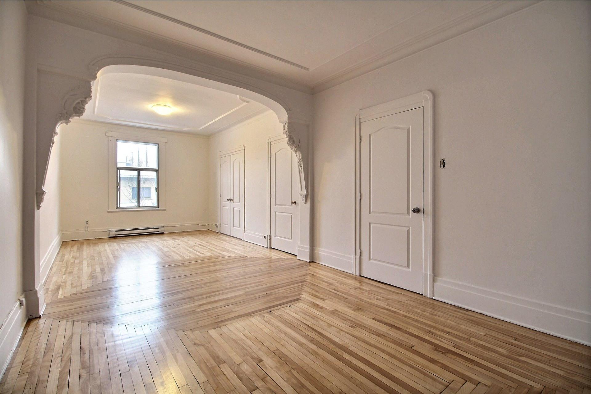 image 0 - Appartement À louer Rosemont/La Petite-Patrie Montréal  - 8 pièces