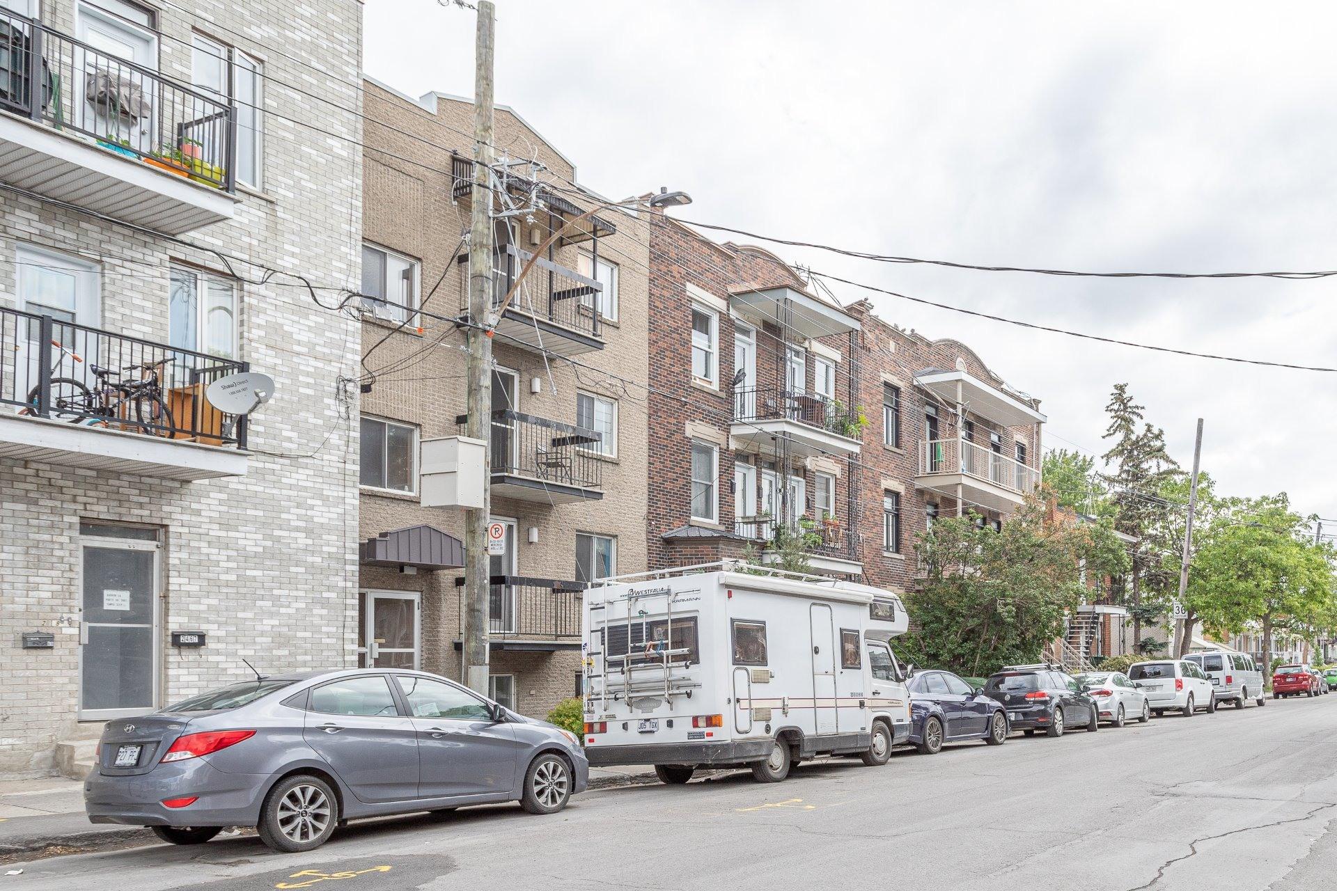image 2 - Quadruplex For sale Mercier/Hochelaga-Maisonneuve Montréal  - 4 rooms