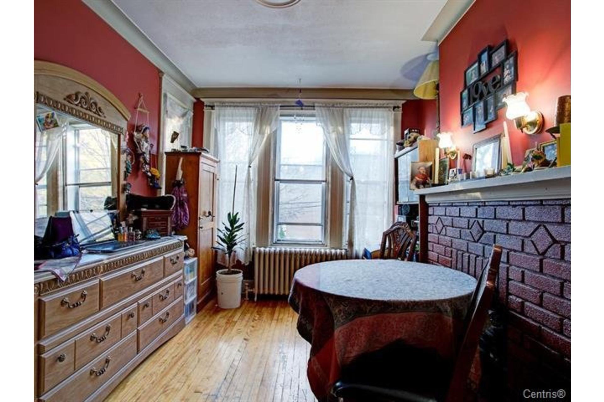 image 8 - Triplex For sale Le Sud-Ouest Montréal  - 5 rooms