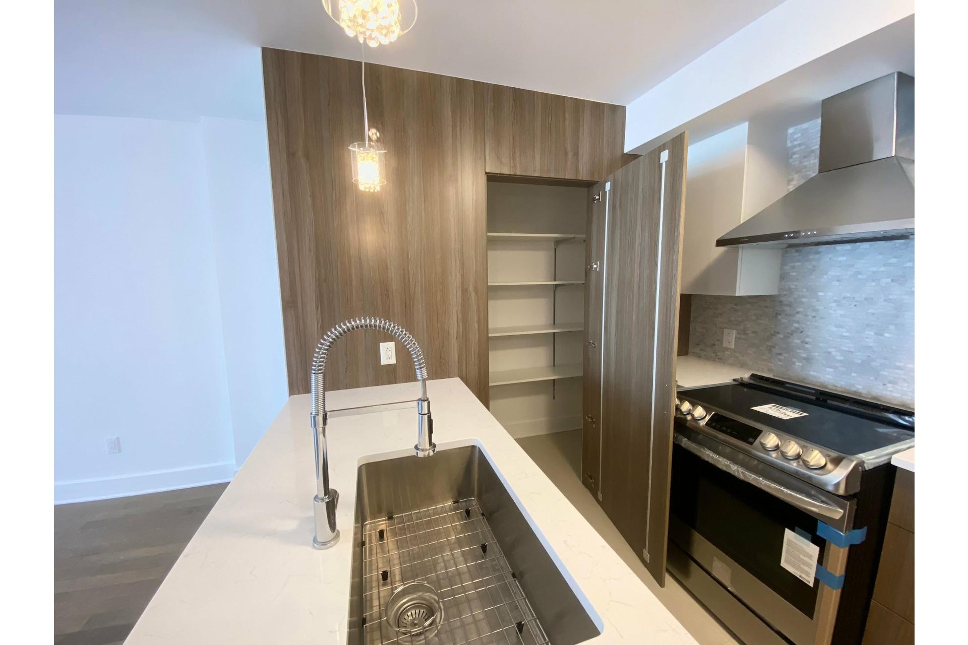 image 0 - Appartement À louer Pointe-Claire - 7 pièces