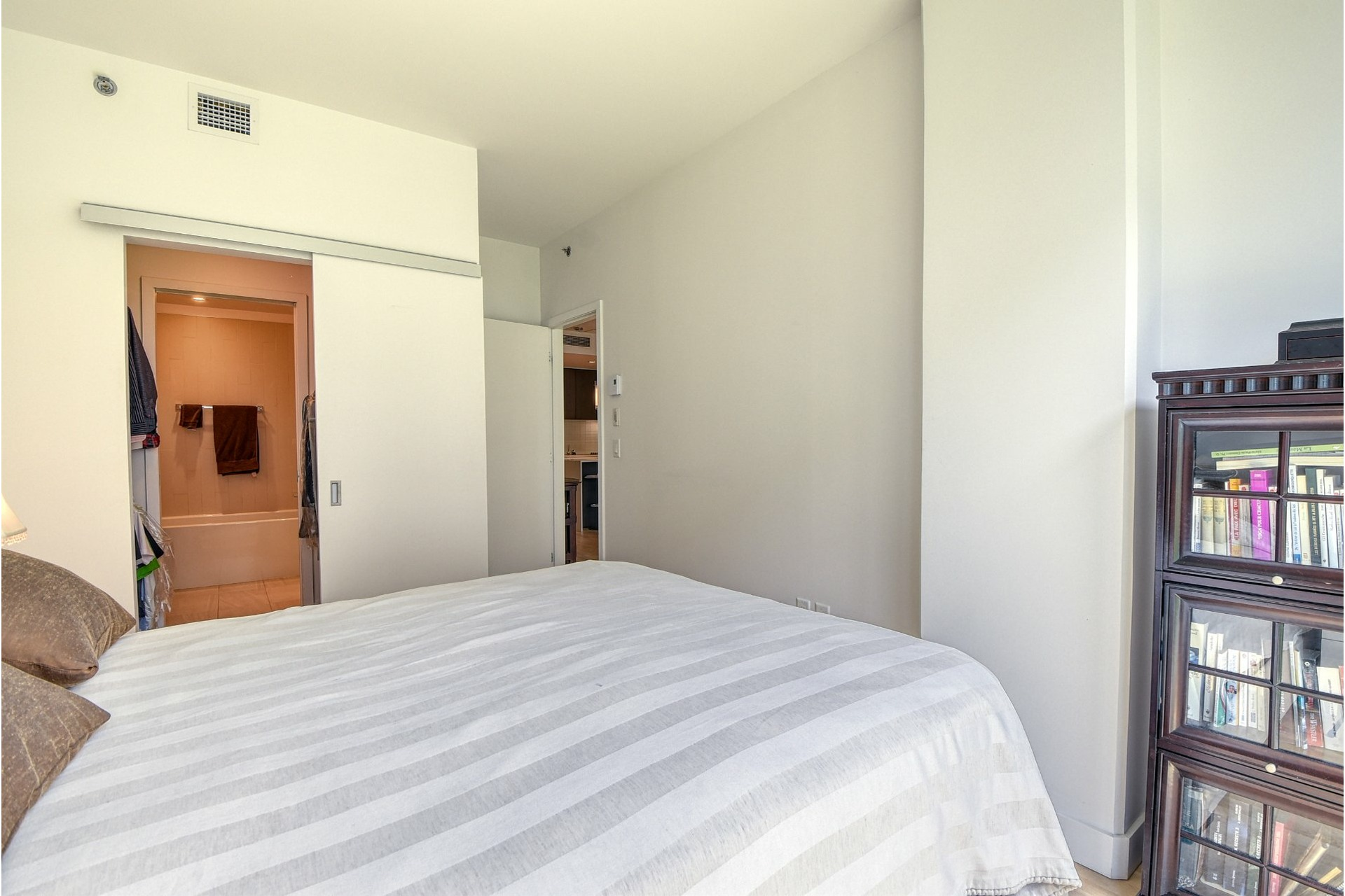 image 12 - Appartement À vendre Villeray/Saint-Michel/Parc-Extension Montréal  - 5 pièces