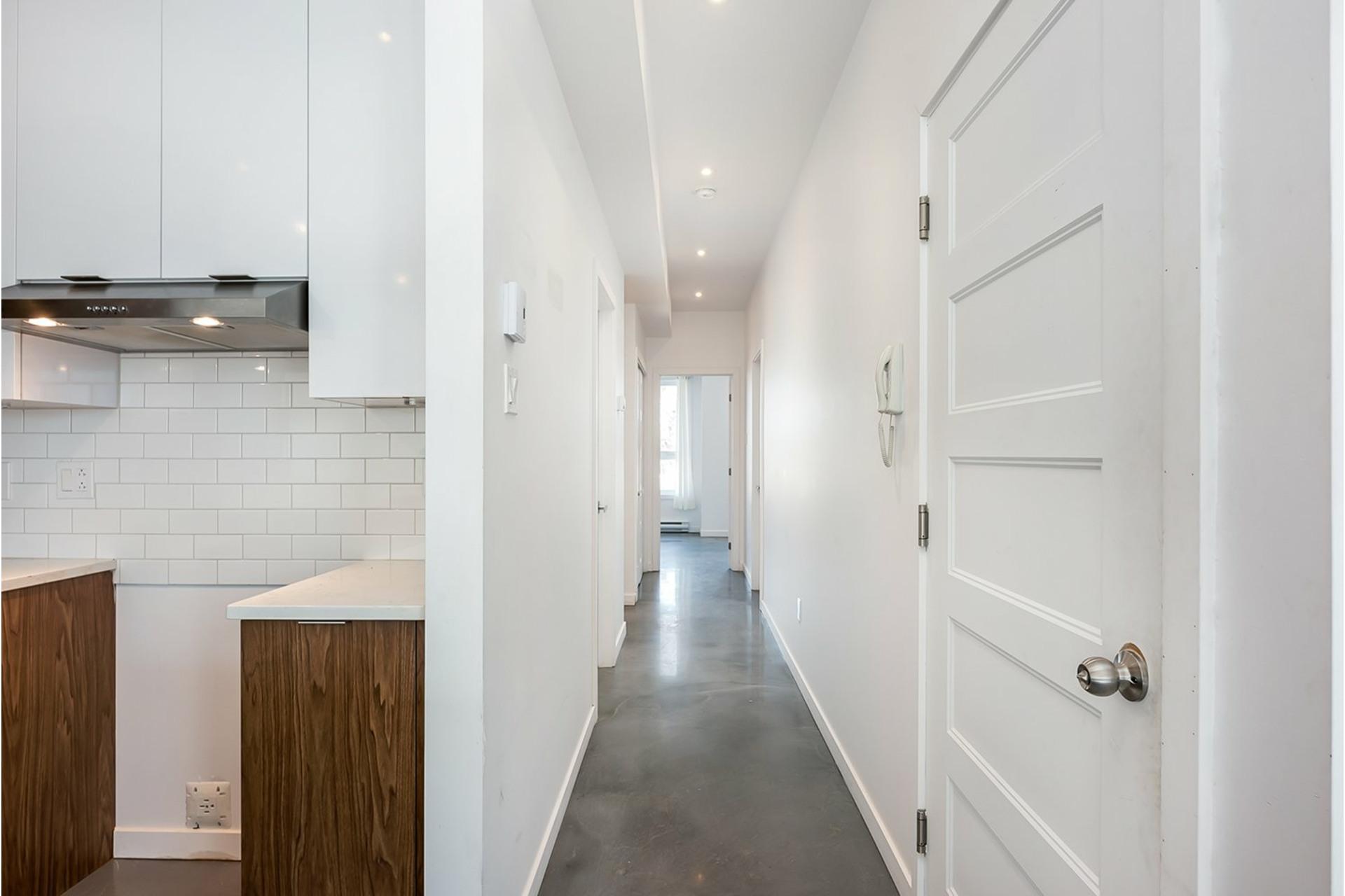 image 2 - Triplex For sale Mercier/Hochelaga-Maisonneuve Montréal  - 4 rooms