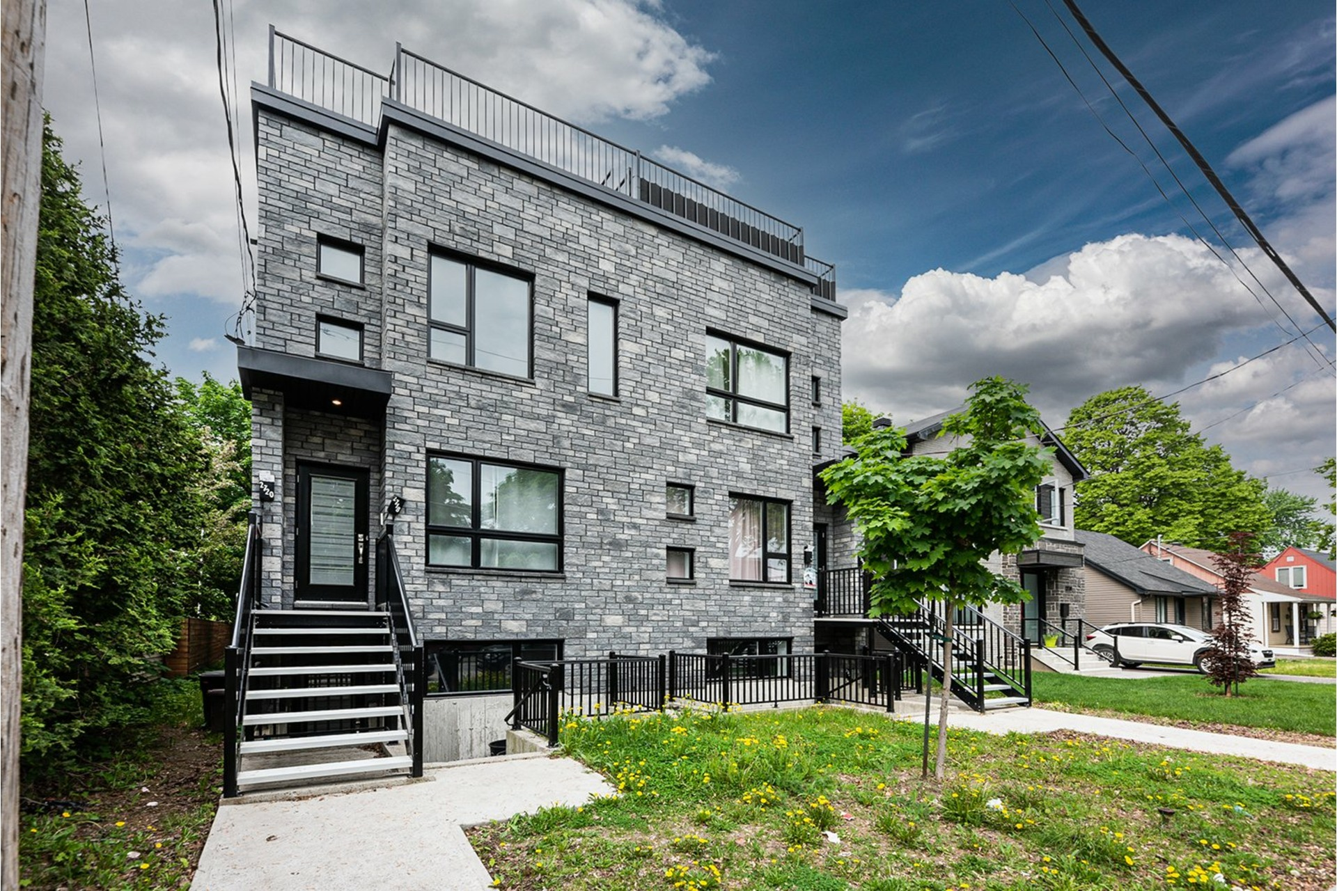 image 1 - Triplex For sale Mercier/Hochelaga-Maisonneuve Montréal  - 4 rooms