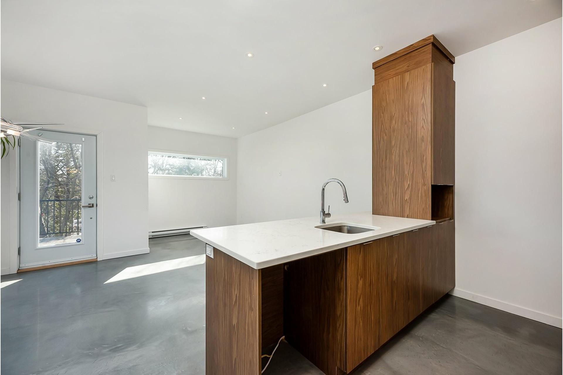 image 3 - Triplex For sale Mercier/Hochelaga-Maisonneuve Montréal  - 4 rooms