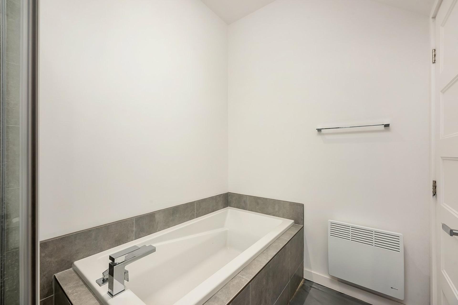 image 13 - Triplex For sale Mercier/Hochelaga-Maisonneuve Montréal  - 4 rooms