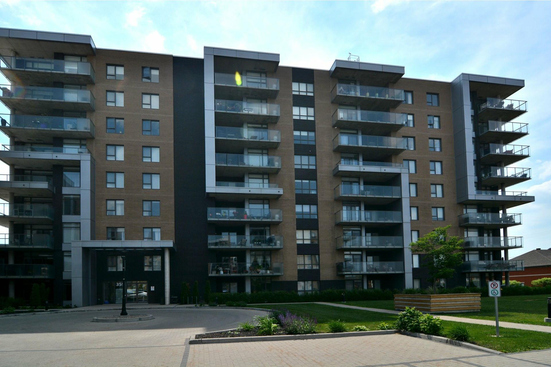 image 0 - Appartement À louer Pointe-Claire - 10 pièces