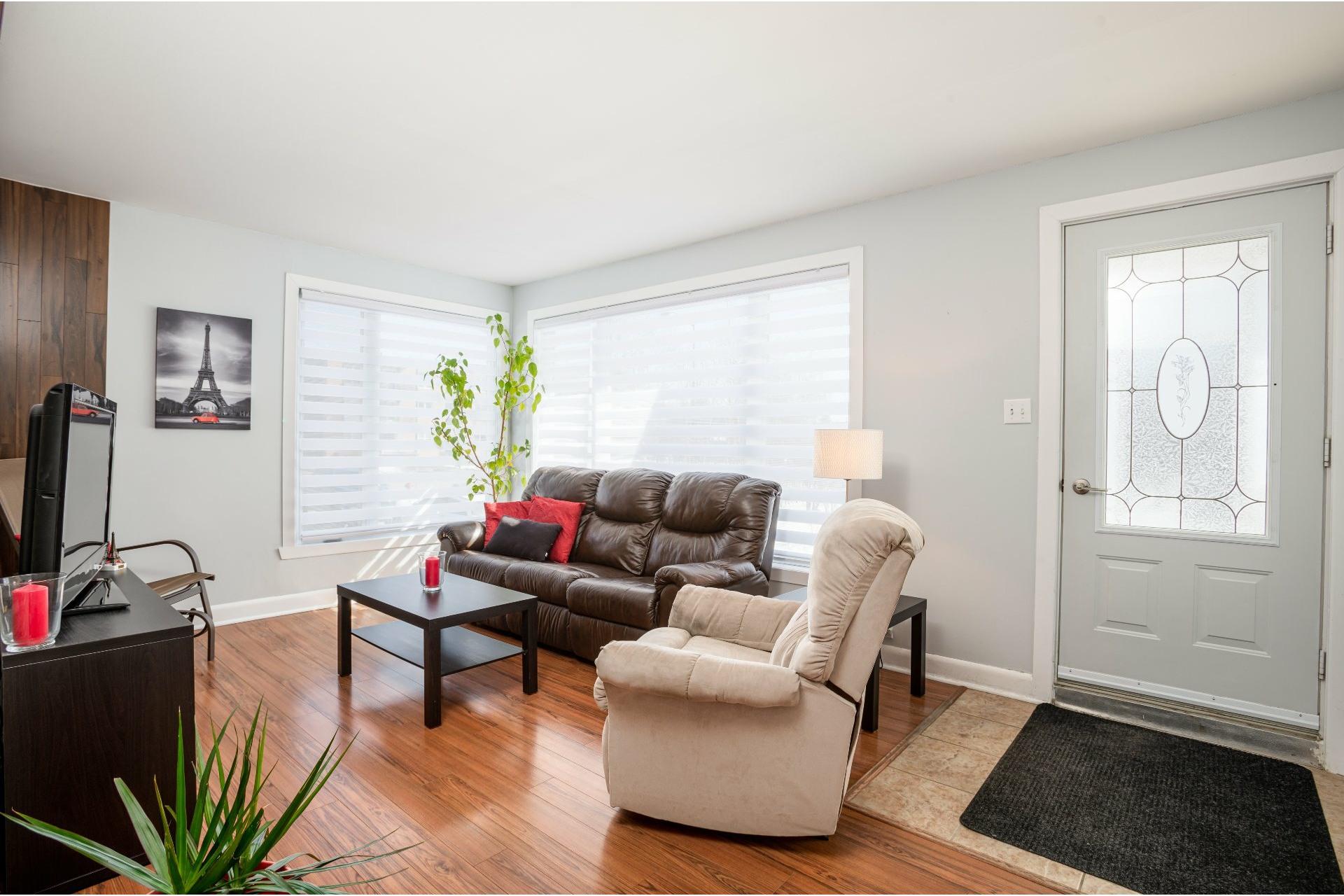 image 2 - Duplex For sale Les Rivières Québec  - 5 rooms