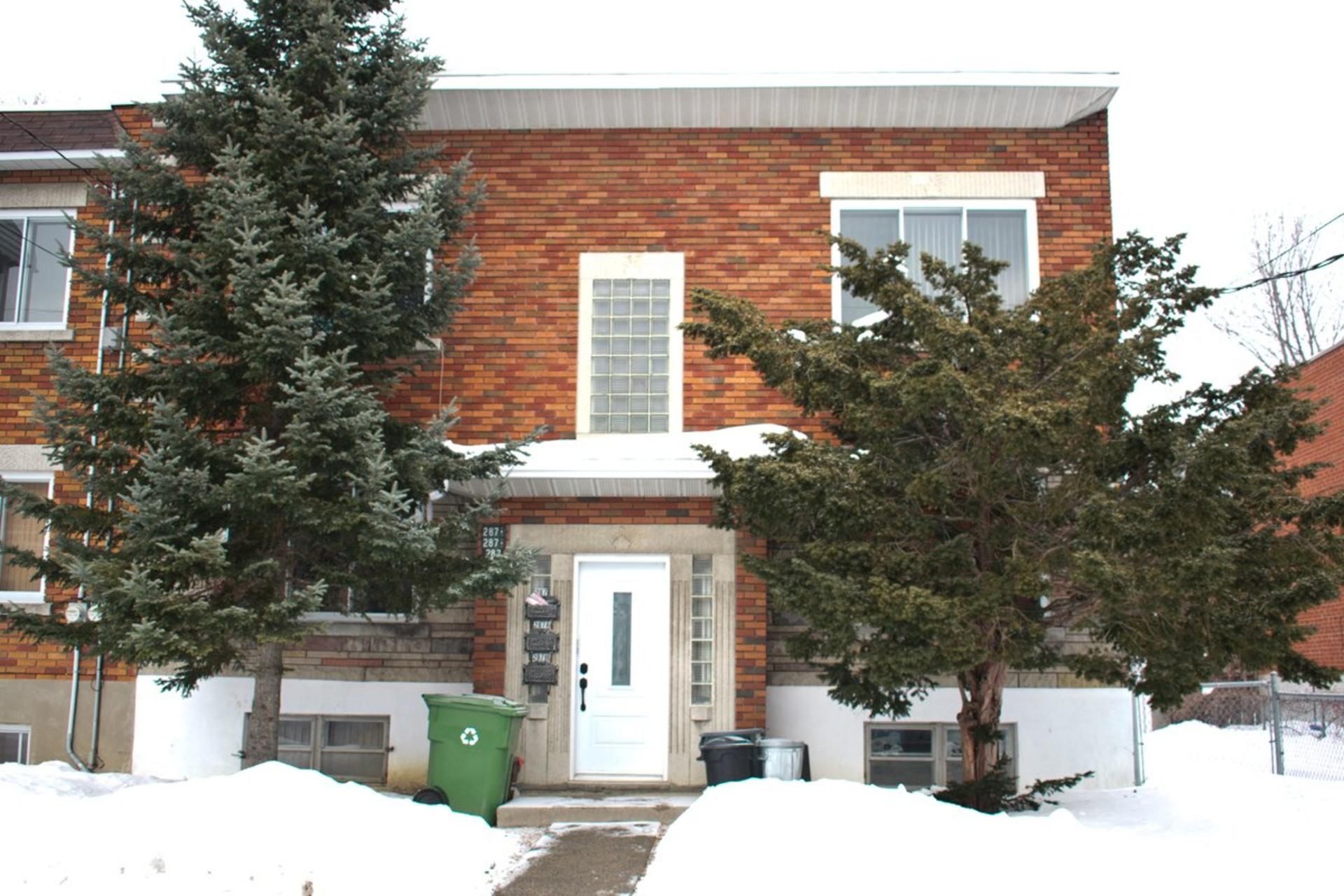 image 0 - Triplex For sale LaSalle Montréal  - 6 rooms