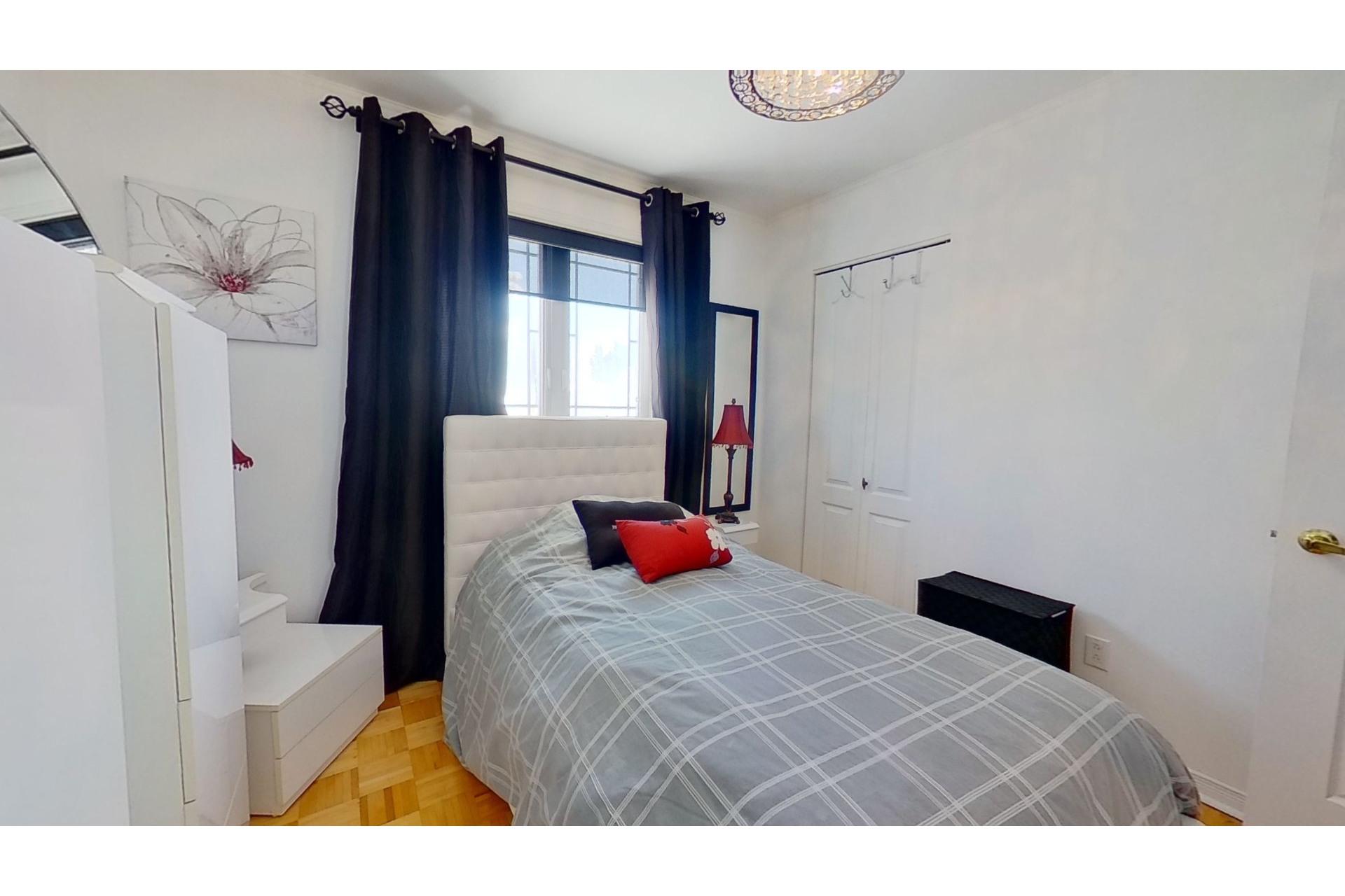 image 19 - House For sale Saint-Eustache - 13 rooms