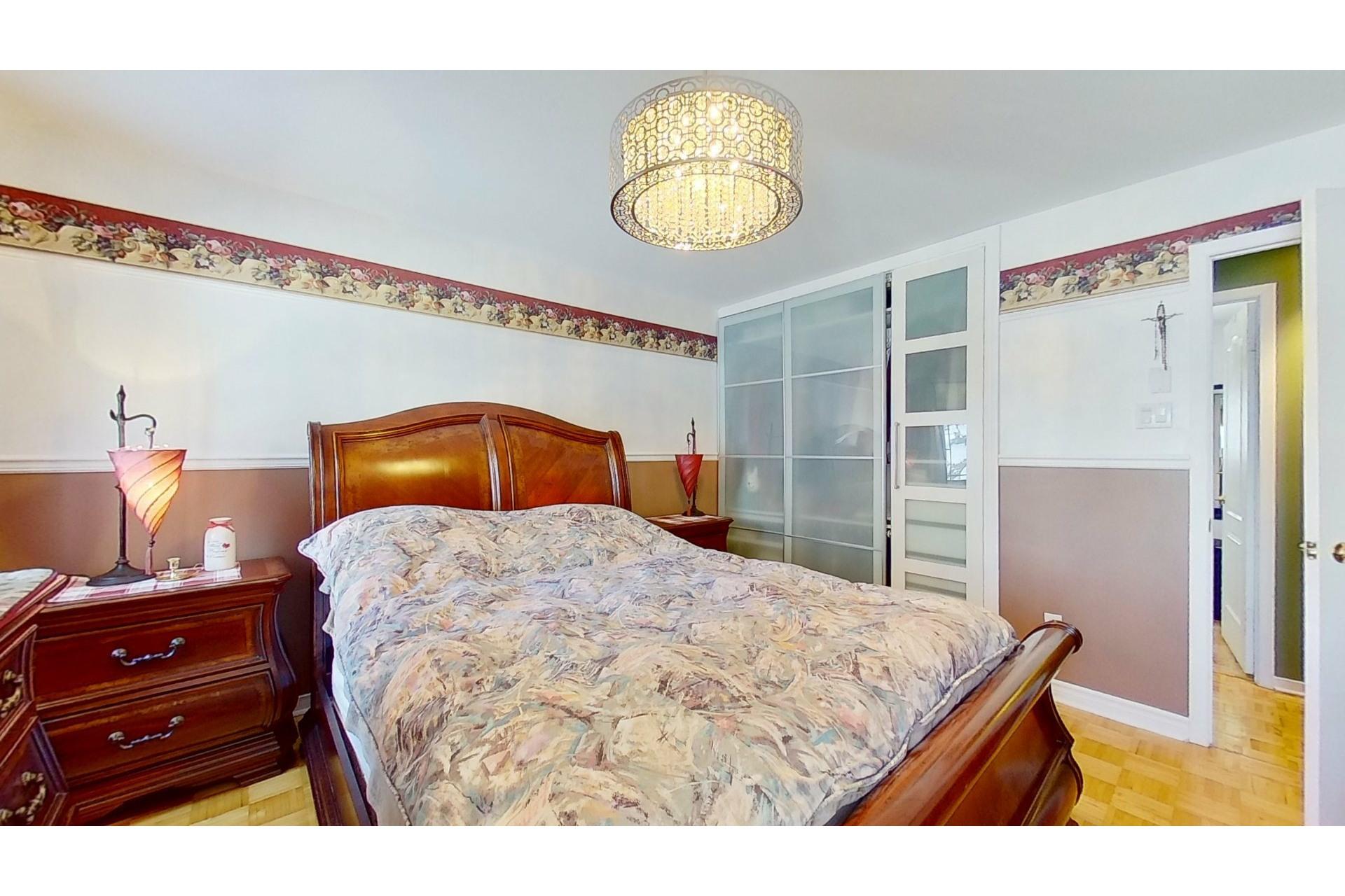 image 16 - House For sale Saint-Eustache - 13 rooms