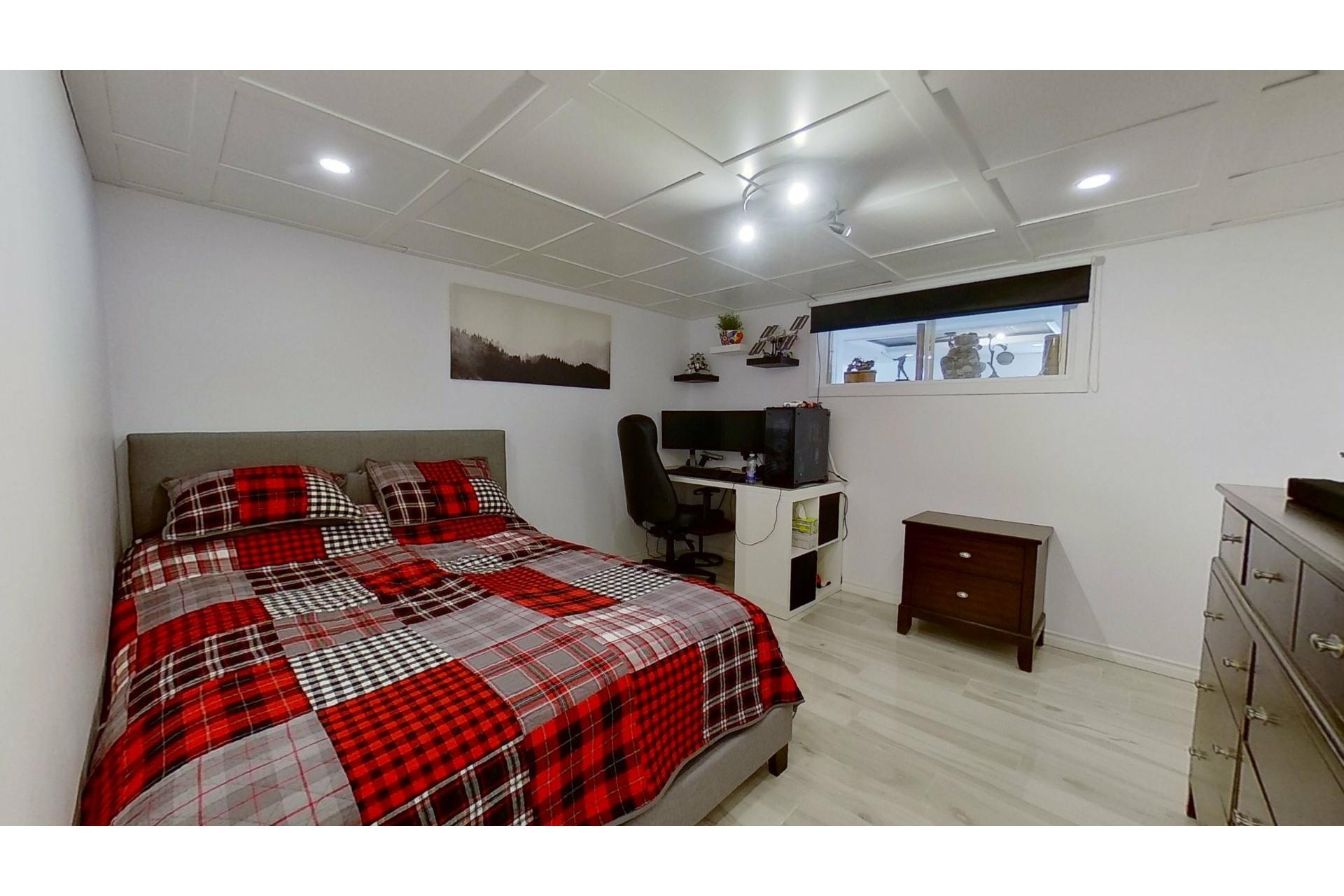 image 29 - House For sale Saint-Eustache - 13 rooms