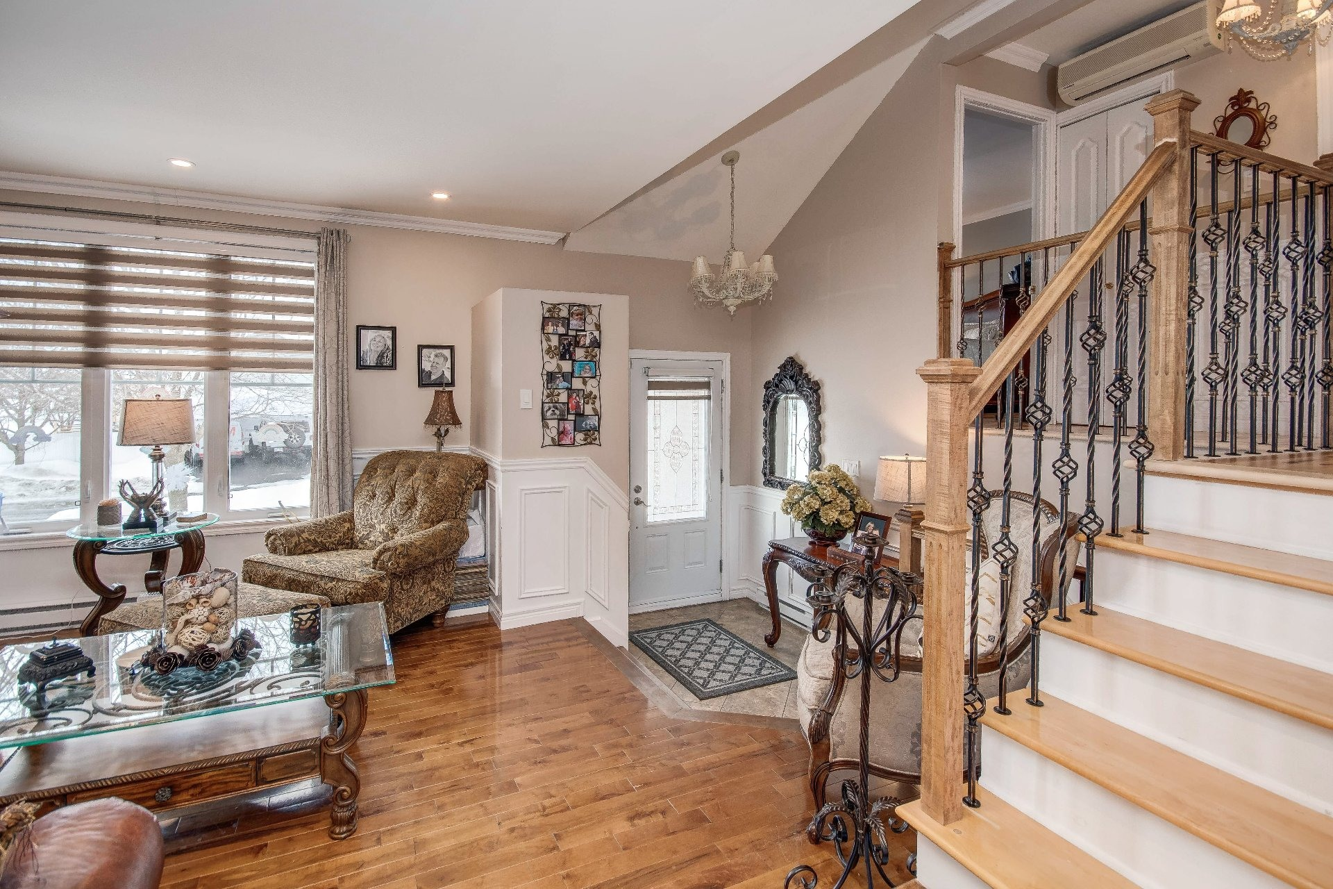 image 4 - House For sale Châteauguay - 11 rooms