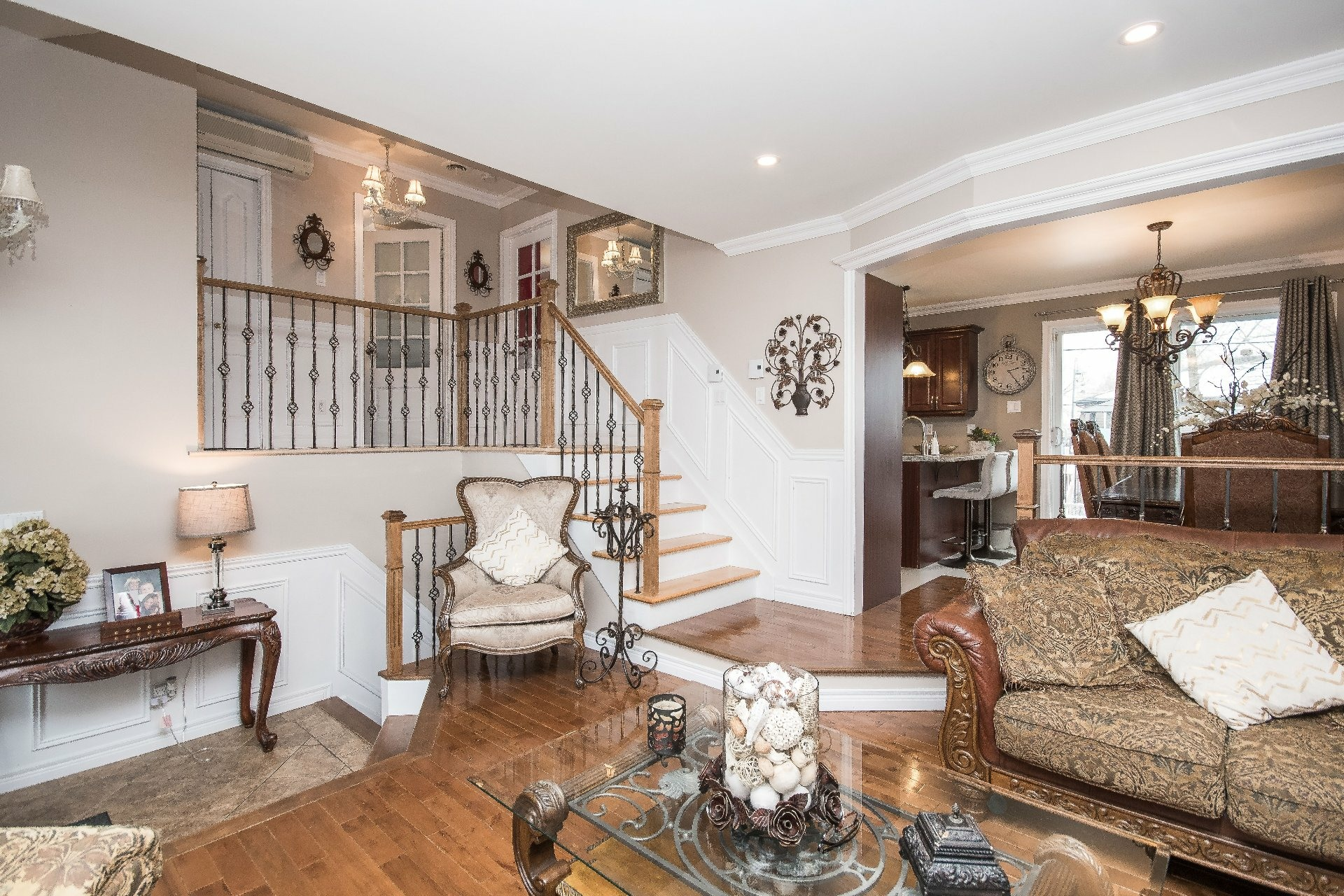image 3 - House For sale Châteauguay - 11 rooms