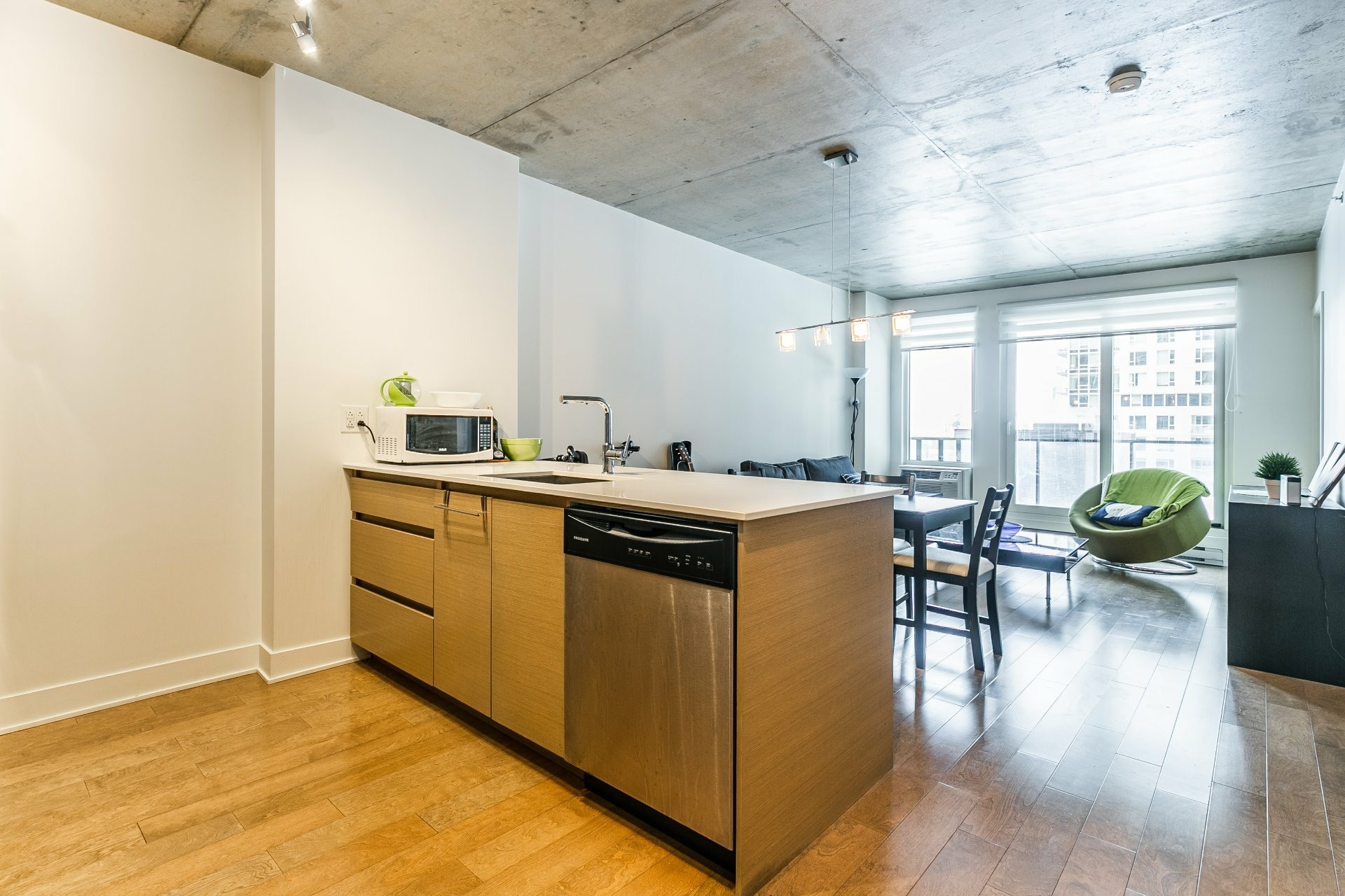 image 3 - Apartment For rent Le Sud-Ouest Montréal  - 5 rooms