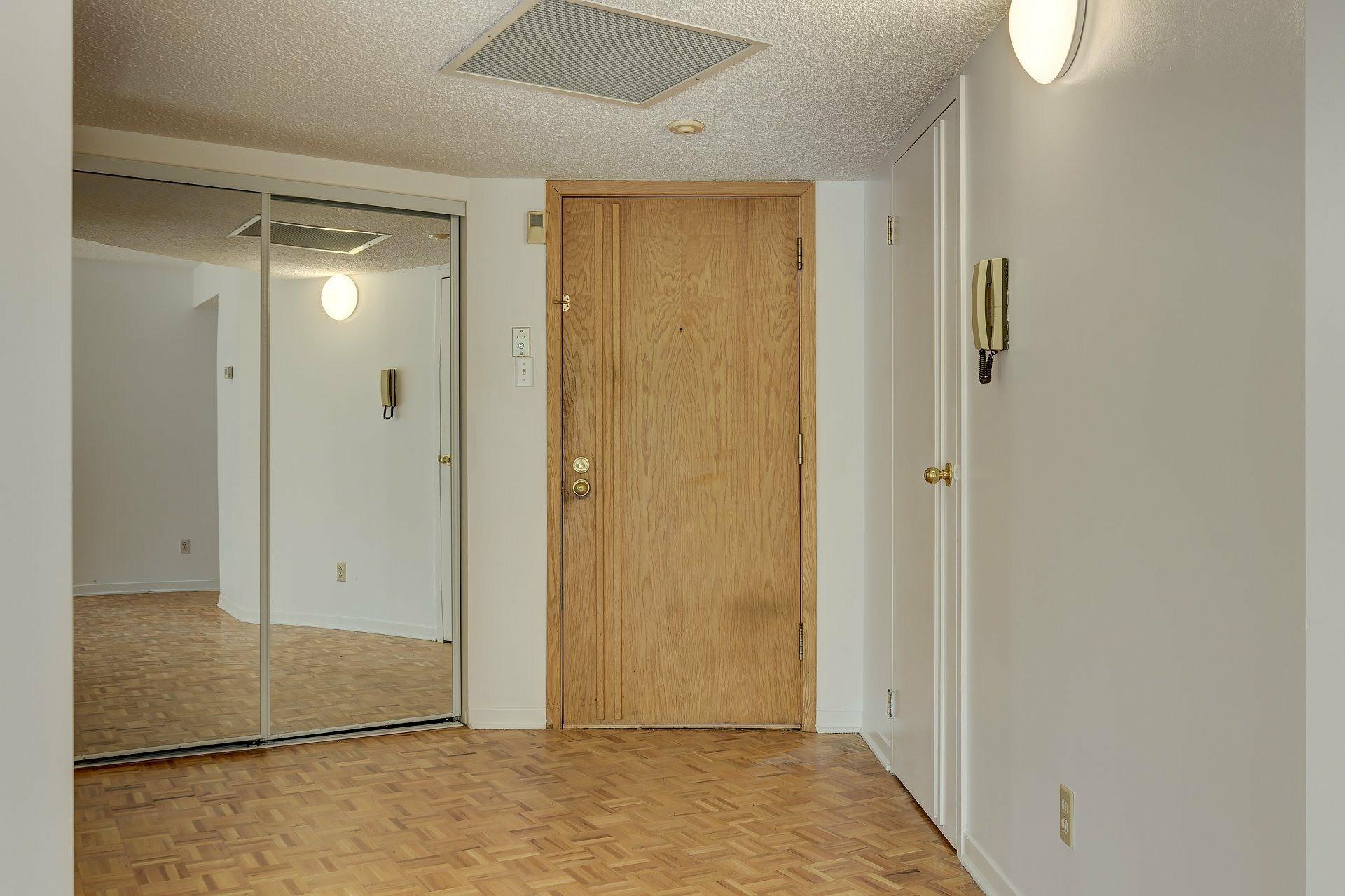 image 17 - Apartment For rent Ville-Marie Montréal  - 5 rooms