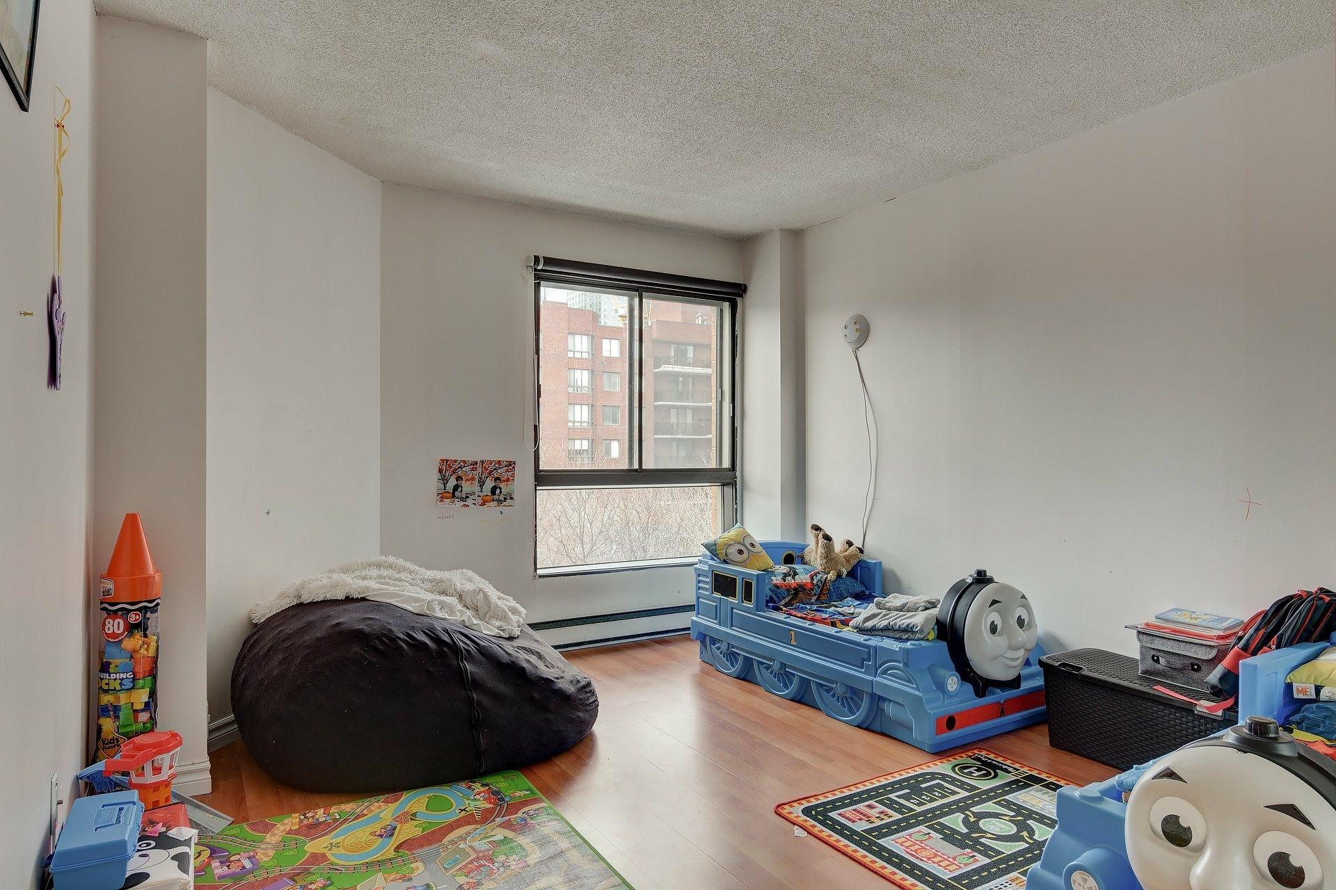 image 15 - Apartment For rent Ville-Marie Montréal  - 6 rooms