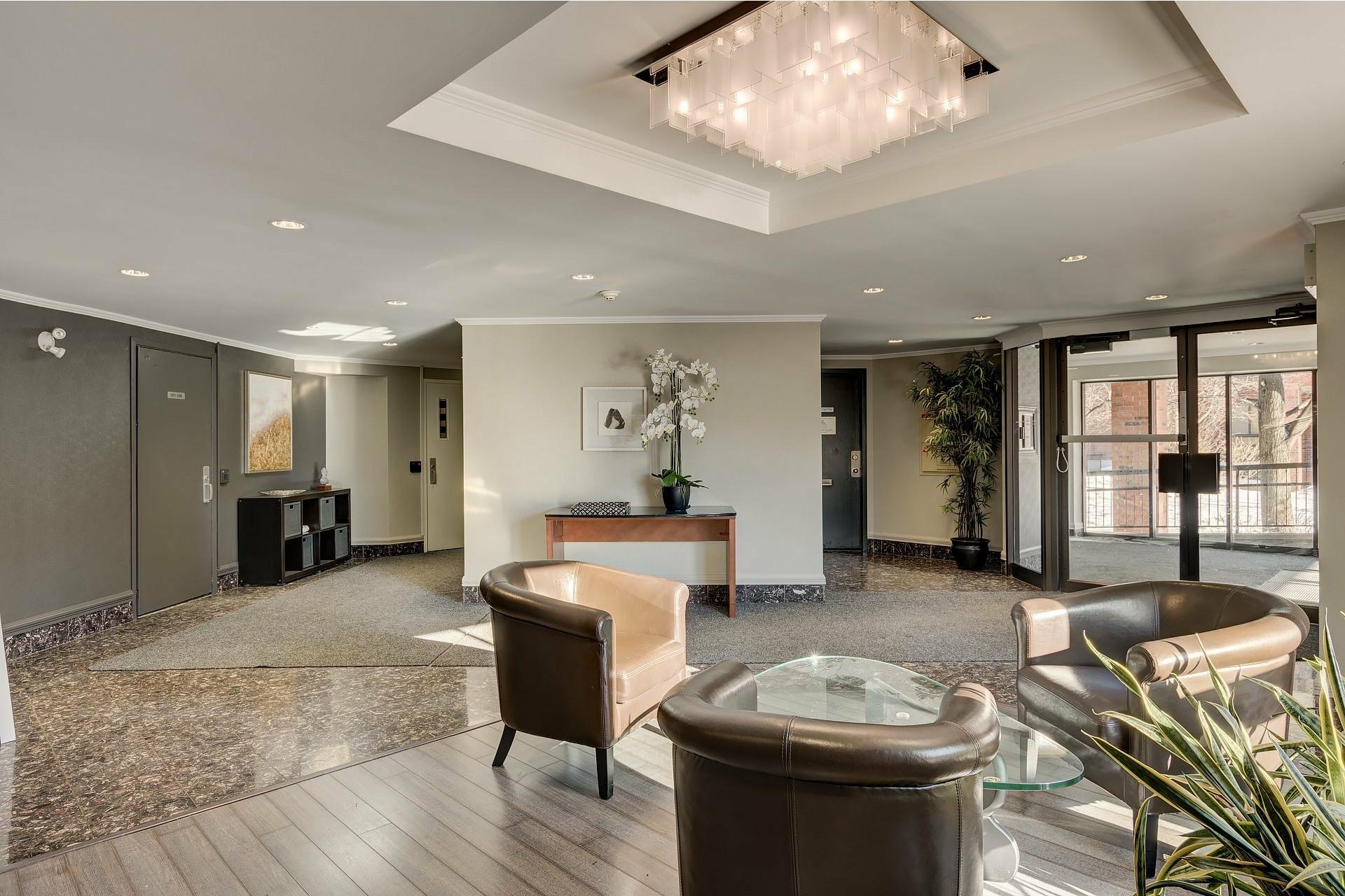 image 1 - Apartment For rent Ville-Marie Montréal  - 6 rooms