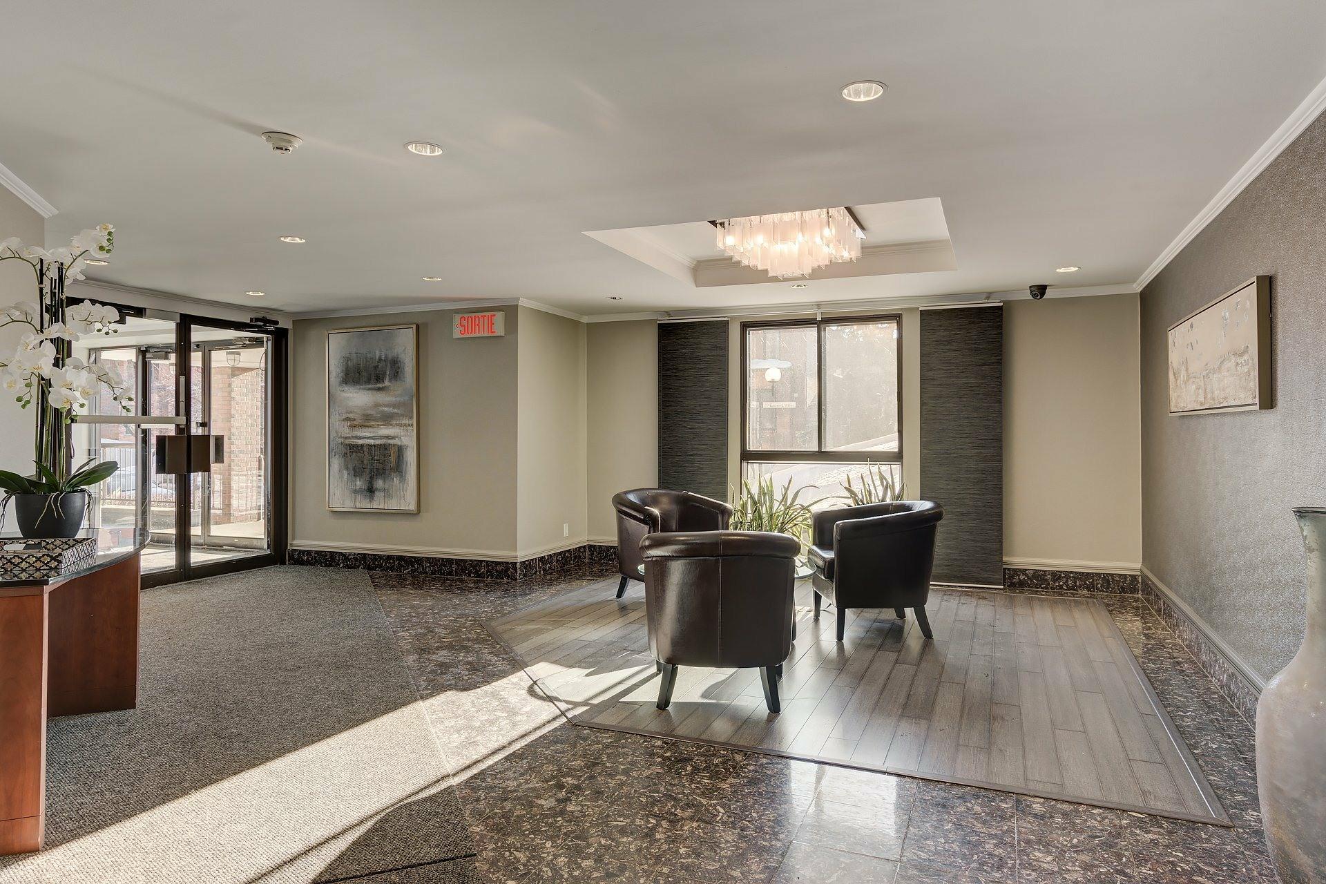 image 2 - Apartment For rent Ville-Marie Montréal  - 6 rooms