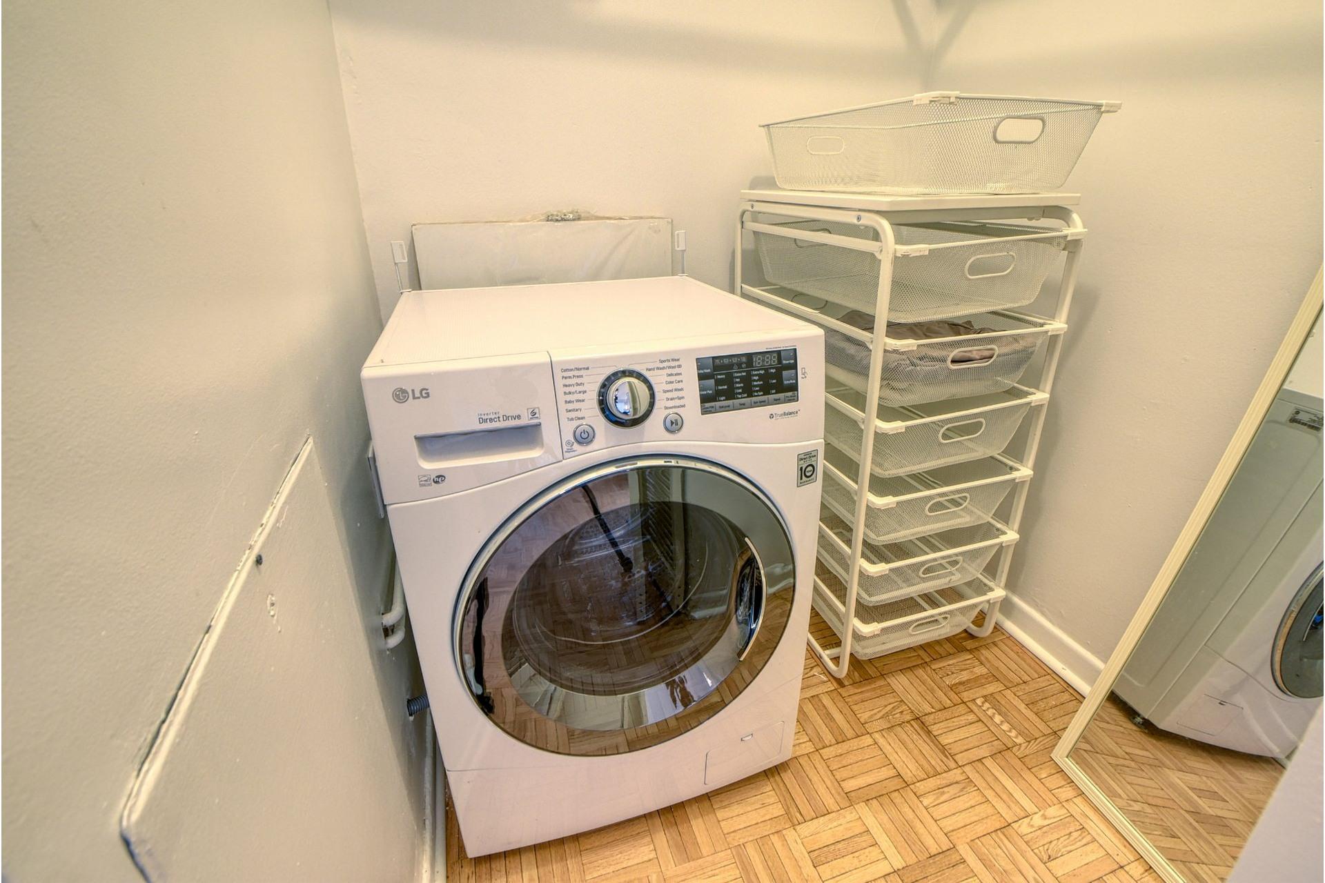 image 16 - Apartment For rent Ville-Marie Montréal  - 6 rooms
