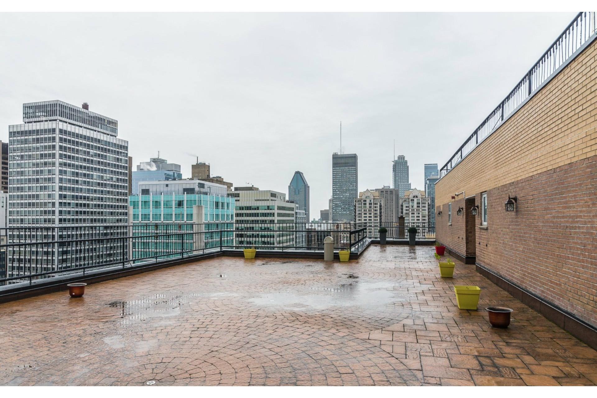 image 13 - Apartment For rent Ville-Marie Montréal  - 6 rooms